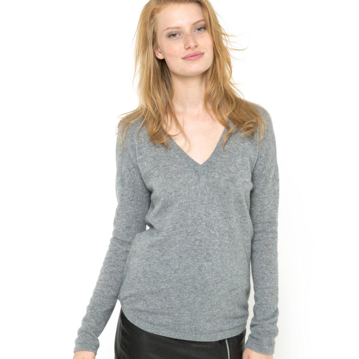 Пуловер, 100% кашемираПуловер из 100% кашемира. Глубокий V-образный вырез. Квадратный покрой. Длинные рукава. V-образный вырез с декором сзади. Края рукавов и низа связаны в рубчик. Закругленный низ. Длина: 68 см.<br><br>Цвет: серый меланж<br>Размер: 50/52 (FR) - 56/58 (RUS)
