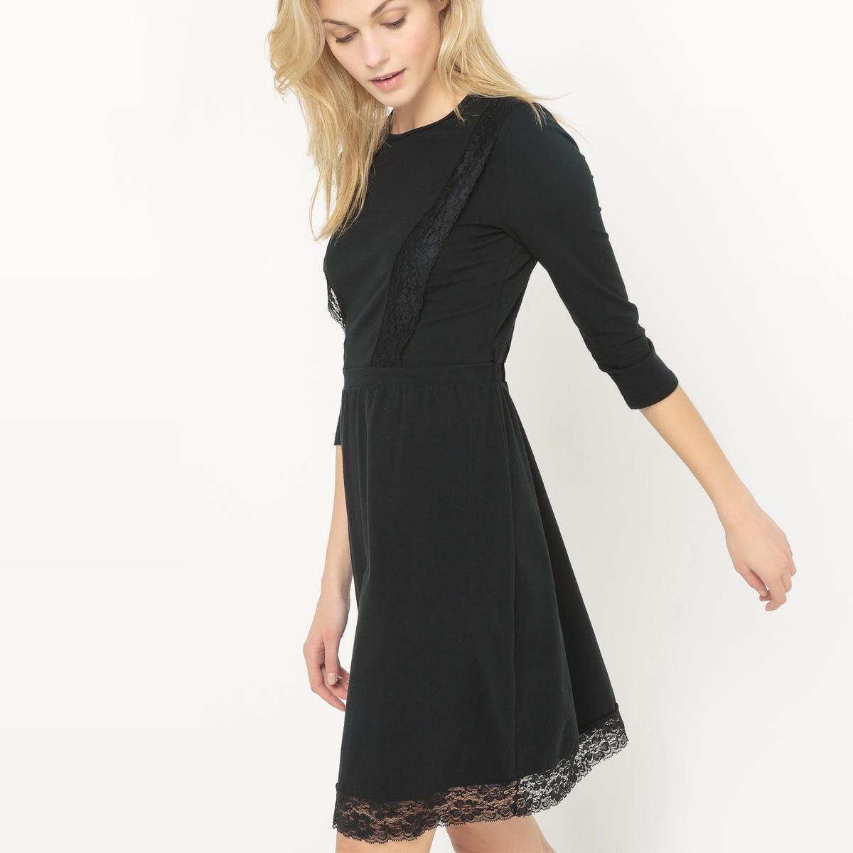 Платье из трикотажа с кружевными вставками