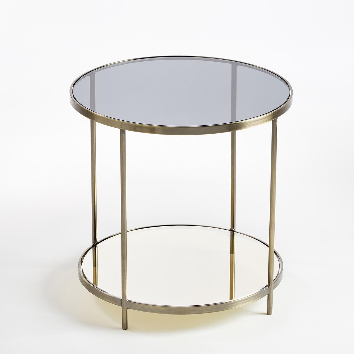Столик диванный UlupnaХарактеристики :- Каркас из металла с отделкой из латуни с эффектом старения- Верхняя столешница из дымчатого стекла- Нижняя столешница из зеркала- Поставляется в собранном видеРазмеры : - диаметр 40 x высота 40 см Размеры и вес упаковки : - Ш.47,5 x В.51,5 x Г.47,5 см, 9,45 кг<br><br>Цвет: старинная латунь<br>Размер: единый размер