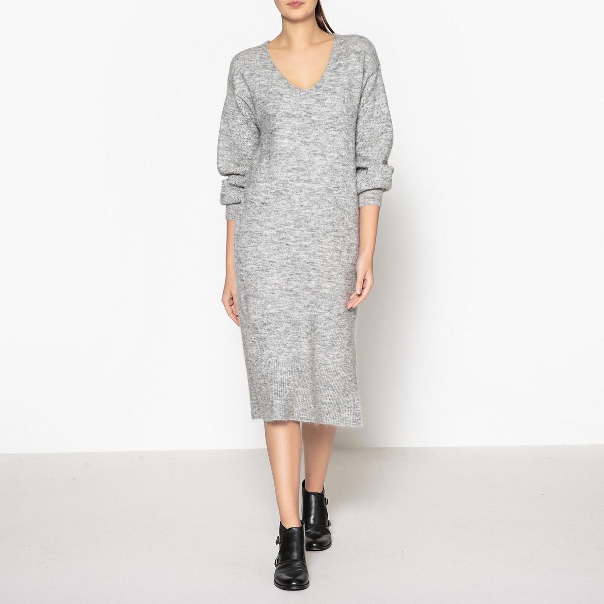 Платье длинное с V-образным вырезом