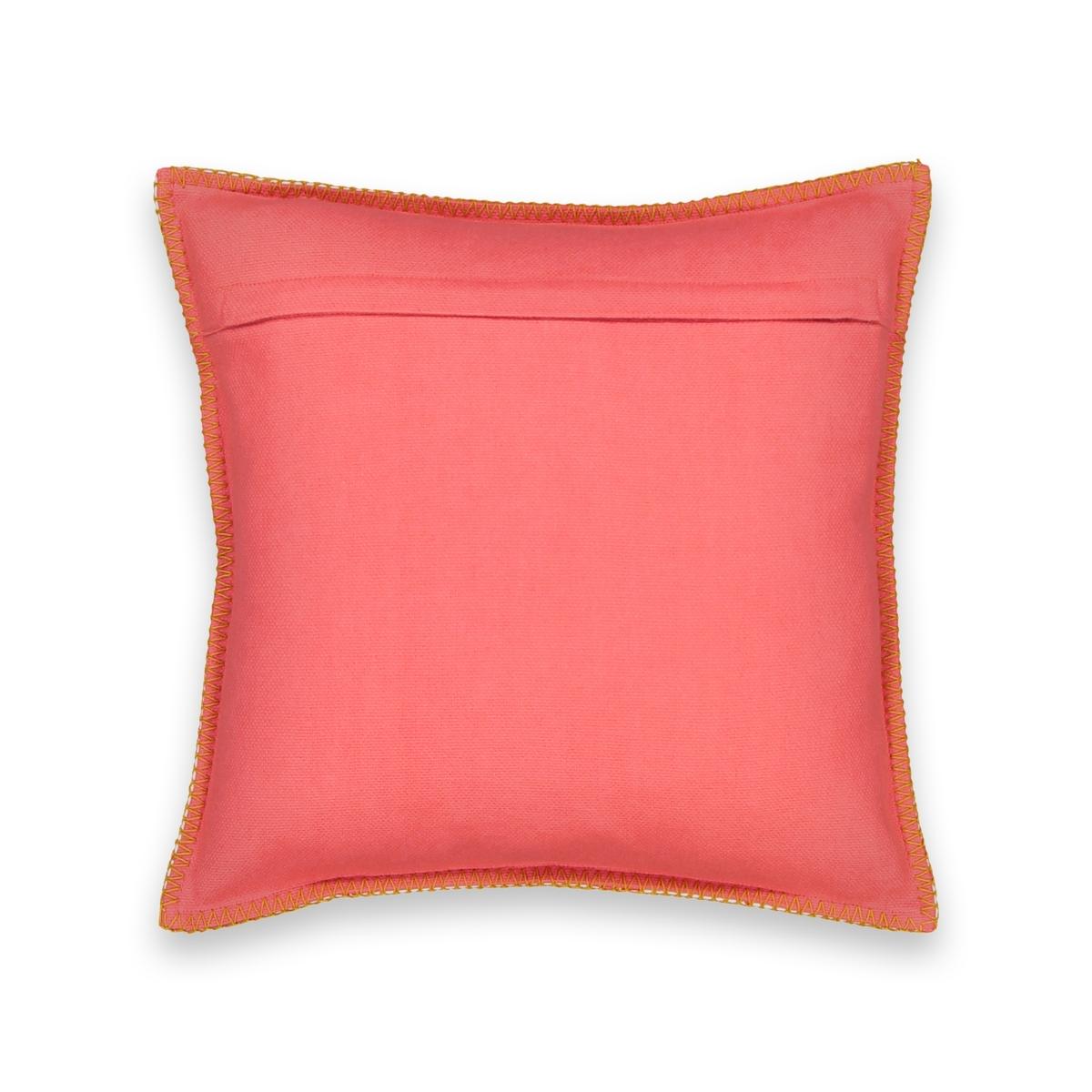 Чехол для подушки с рисунком PANAMAЧехол для подушки с рисунком Panama. Геометрический узор добавит графичную и богемную нотку вашему интерьеру!Характеристики чехла для подушки Panama :100% хлопок.Лицевая сторона с геометрическим рисунком, оборотная сторона однотонного кораллового цветаОтделка кантом контрастного цветаЗастежка на молнию .Размеры чехла для подушки Panama: 40 x 40 см Найдите весь декор Panama на сайте laredoute .<br><br>Цвет: коралловый