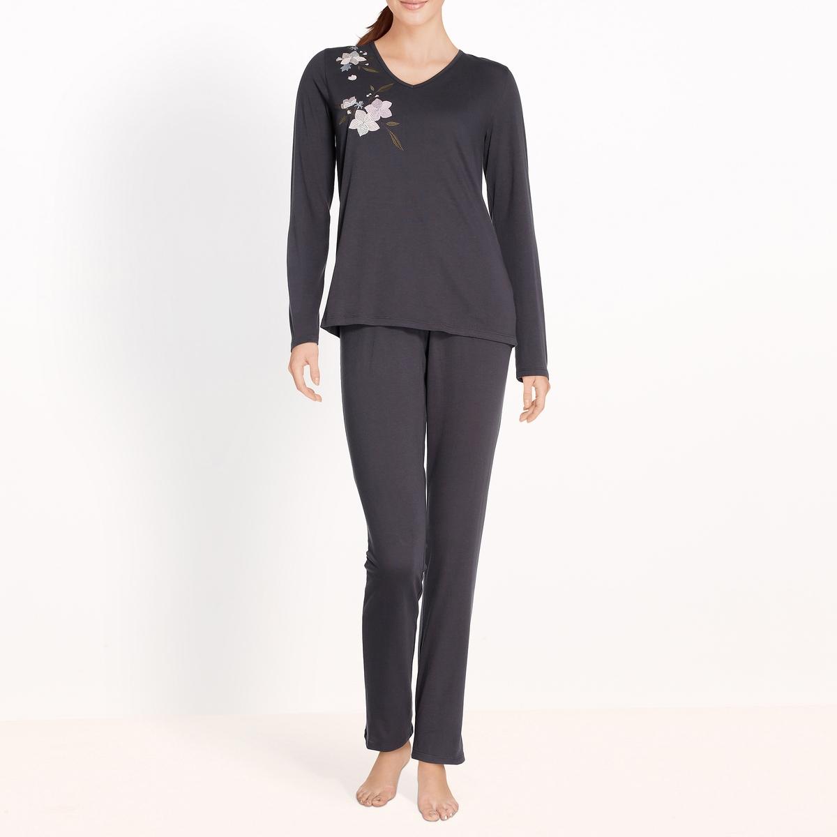 Пижама с вышивкойПижама из 2 предметов с вышивкой, длинные рукава, Anne Weyburn.Пижама из 2 предметов с длинными рукавами прямого покроя. Верх: V-образный вырез, вышивка спереди. Длинные рукава. Однотонные брюки с эластичным поясом. Состав и описание : Материал : 100% хлопок Длина :Верх: 62 смПо внутр.шву : 76 смМарка : Anne Weyburn.Уход:Машинная стирка при 30 °С на деликатном режиме с вещами схожих цветов.Стирать и гладить при низкой температуре с изнаночной стороны.Машинная сушка запрещена.<br><br>Цвет: темно-синий<br>Размер: 42/44 (FR) - 48/50 (RUS).38/40 (FR) - 44/46 (RUS).34/36 (FR) - 40/42 (RUS).50/52 (FR) - 56/58 (RUS)