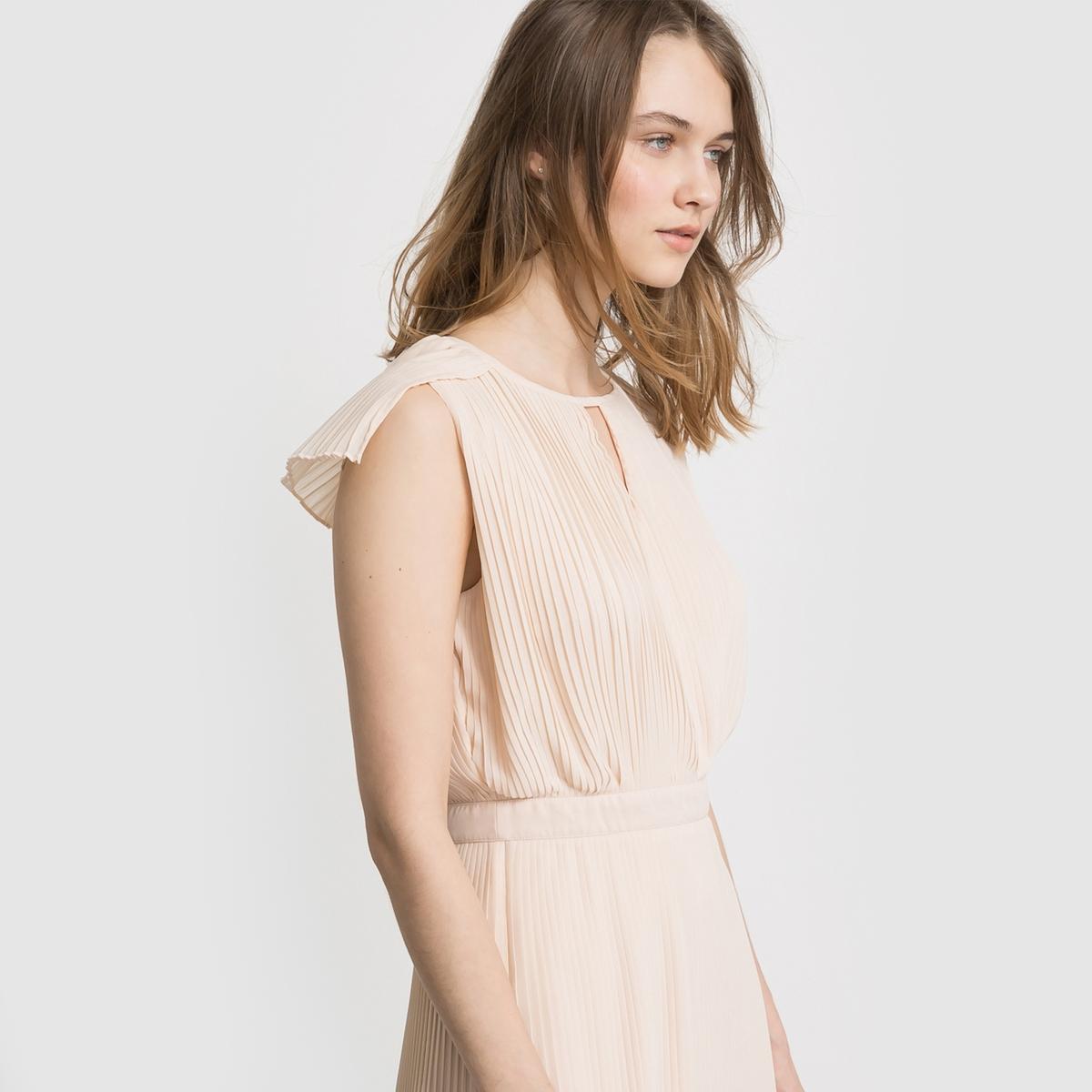 Платье со складкамиПлатье плиссированное без рукавов из лёгкой и струящейся ткани. Подчёркнутая талия. Вырез с завязками спереди . Полностью плиссированная ткань.Состав и описаниеМатериал : 100% полиэстера, подкладка из 100% хлопкаДлина : 100 смМарка : MADEMOISELLE R<br><br>Цвет: розовый телесный