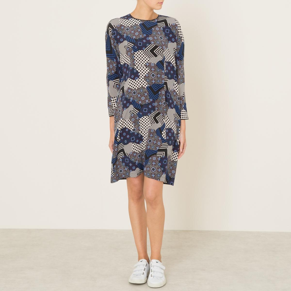 Платье BAKERПлатье TOUPY, модель BAKER. Из шелка. Круглый вырез. Вырез-капелька сзади. Длинные рукава. Оригинальный сплошной рисунок. Из тонкой струящейся ткани.Состав и описаниеМатериал : 100% шелк Длина : 92 см. (для размера S)Марка : TOUPY<br><br>Цвет: темно-синий