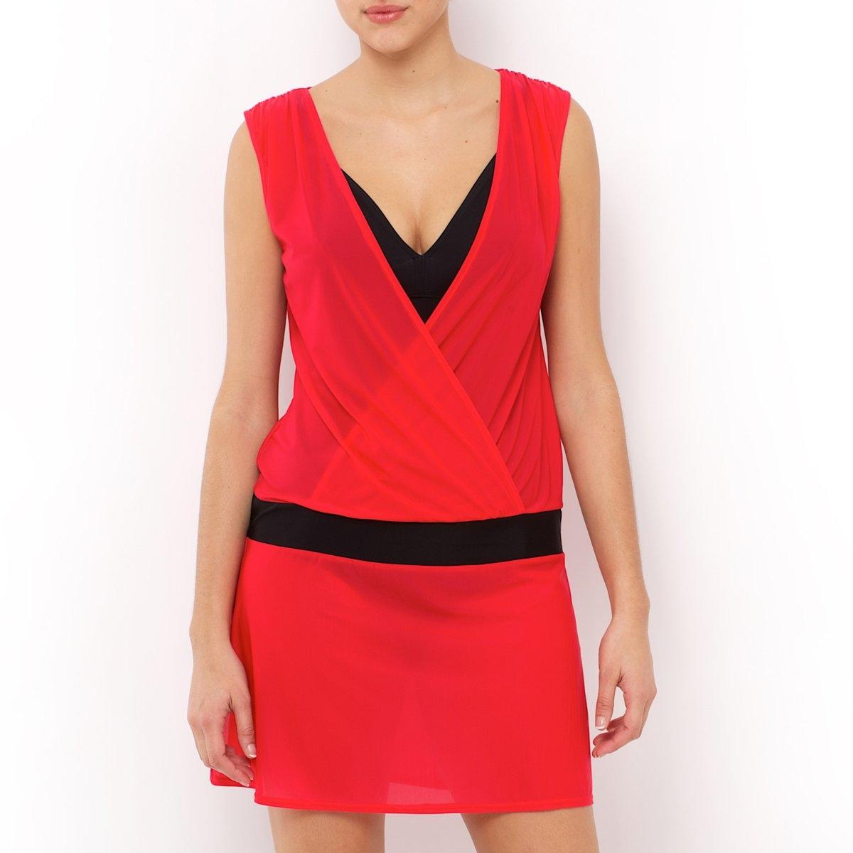Платье пляжноеПляжное платье. Соблазнительное платье с глубоким декольте! Без рукавов. Эластичная вставка на заниженной талии. Трикотаж, 90% полиамида, 10% эластана. Длина 94 см.<br><br>Цвет: фуксия/черный