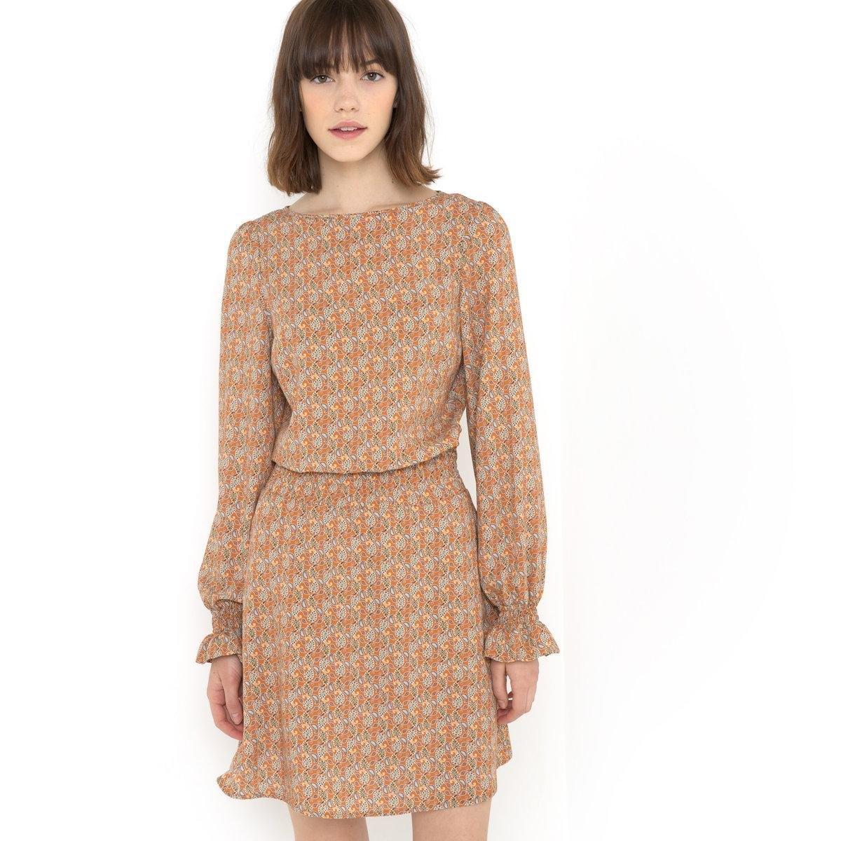 Платье с рисункомПлатье с рисунком на оранжевом фоне, 100% вискозы. Круглый вырез. Складки на поясе. Длинные рукава. Головка рукава оформлена складками. Складки на манжетах. Длина 90 см.<br><br>Цвет: набивной рисунок<br>Размер: 46 (FR) - 52 (RUS)