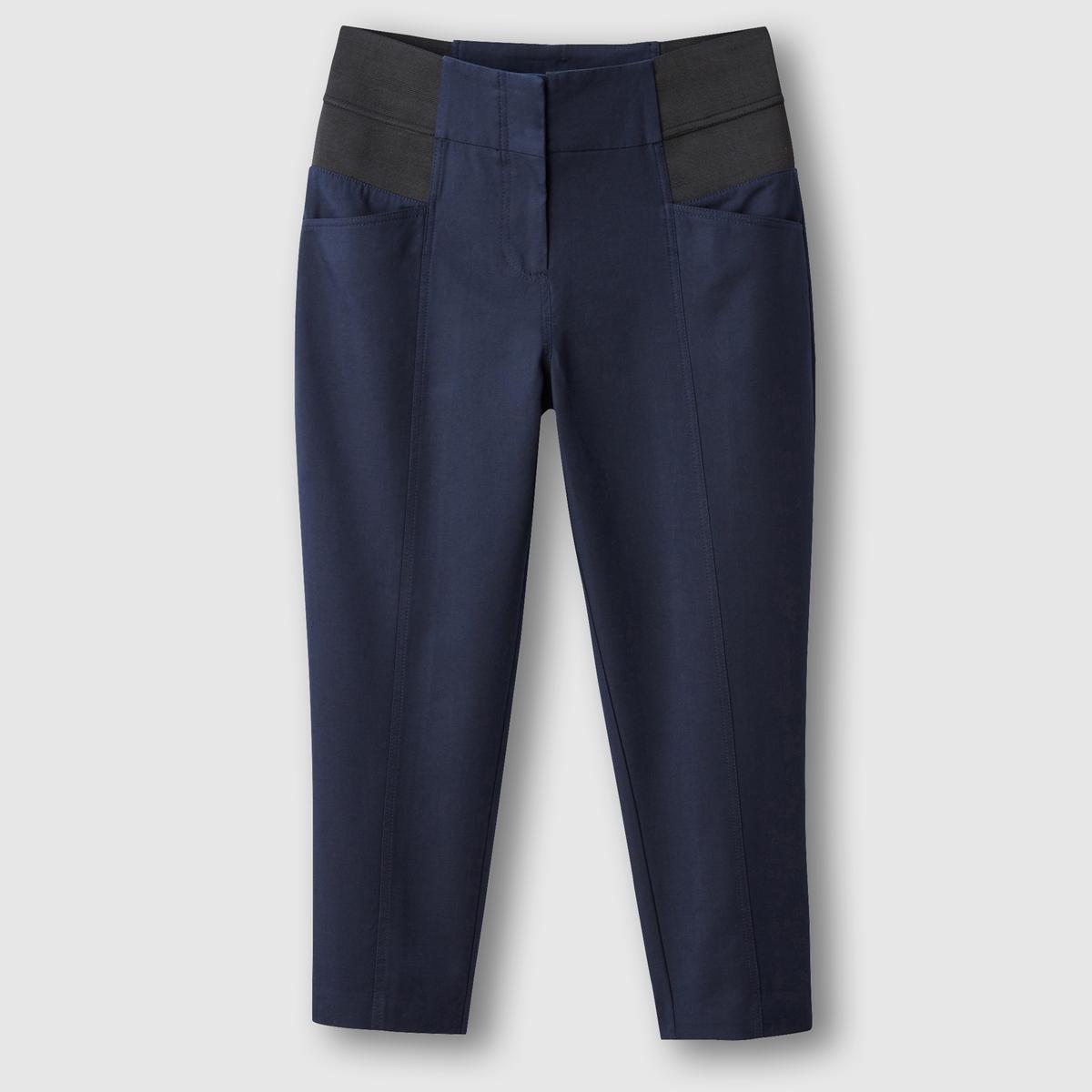 Брюки укороченныеТовар из коллекции больших размеров. Приятный материал, комфортный пояс… брюки, совершенствующие ваш силуэт! Еще более облегающий, комфортный и тянущийся материал, 97% хлопка и 3% эластана. Брюки не мнутся и прекрасно сидят. Высокий ультракомфортный пояс с 2 большими эластичными вставками по бокам моделирует силуэт и обеспечивает прекрасную посадку брюк. Застежка на молнию и крючок. Карманы спереди. Хитрость: швы спереди стройнят ноги! Длина по внутр.шву 60 см, ширина по низу 17 см. См.таблицу размеров Taillissime.<br><br>Цвет: синий морской,черный<br>Размер: 48 (FR) - 54 (RUS).52 (FR) - 58 (RUS).56 (FR) - 62 (RUS).62 (FR) - 68 (RUS).46 (FR) - 52 (RUS).48 (FR) - 54 (RUS).58 (FR) - 64 (RUS).60 (FR) - 66 (RUS).58 (FR) - 64 (RUS).54 (FR) - 60 (RUS).56 (FR) - 62 (RUS)
