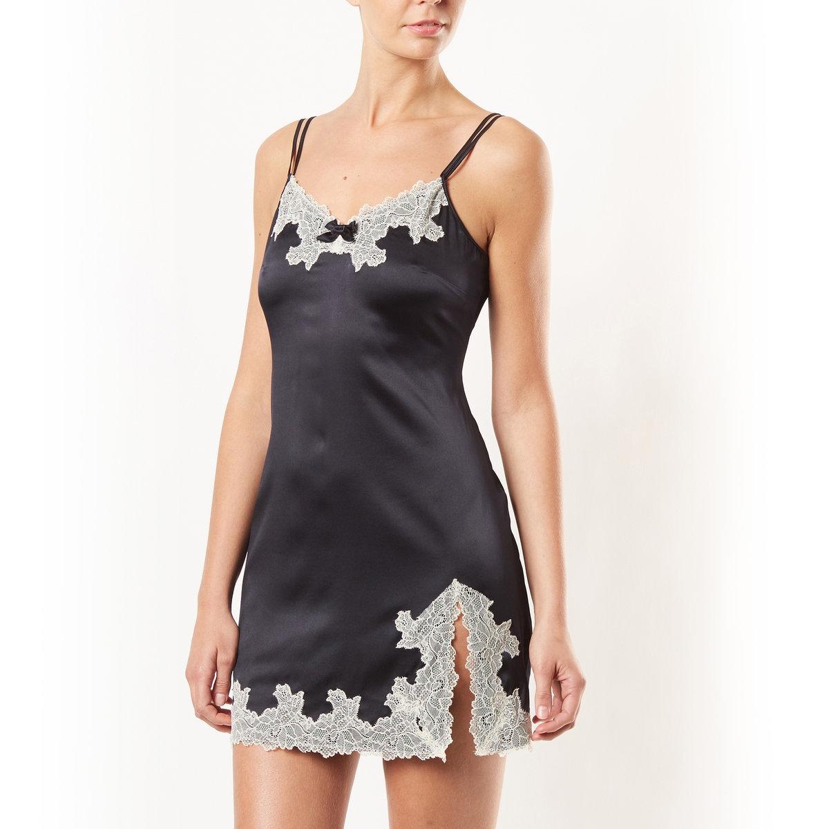 Ночная сорочка из шелка и кружеваНочная сорочка от марки ROSYНочная сорочка из шелка и кружева. 76% шелка, 14% полиамида, 10% эластана: Изящное сочетание материалов и цветов и отделка кружевом причудливой формы.                           Машинная стирка при 30°.<br><br>Цвет: синий/ черный,черный/кремовый<br>Размер: 42/44 (FR) - 48/50 (RUS)