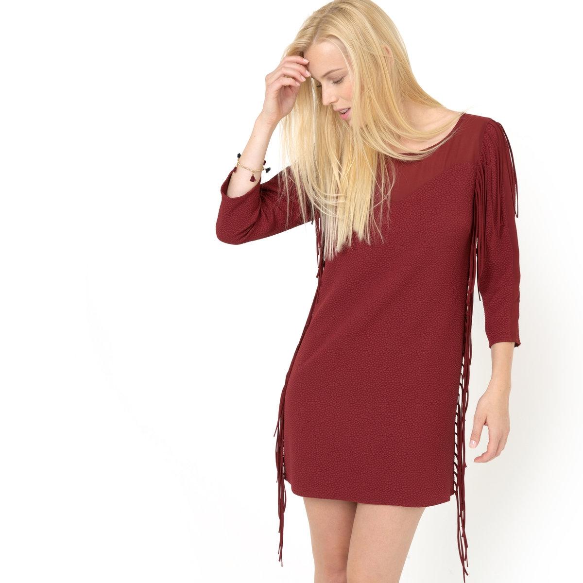 Платье с рукавами ?Платье с рукавами ? HEREO - 2TWO. Платье с гофрированным эффектом слегка приталенного покроя с длинной бахромой по бокам и на плечах, со вставками из тюли вверху переда и спинки и с застёжкой в виде капли на пуговицу сзади. 100% полиэстера<br><br>Цвет: красный<br>Размер: 38 (FR) - 44 (RUS).40 (FR) - 46 (RUS)