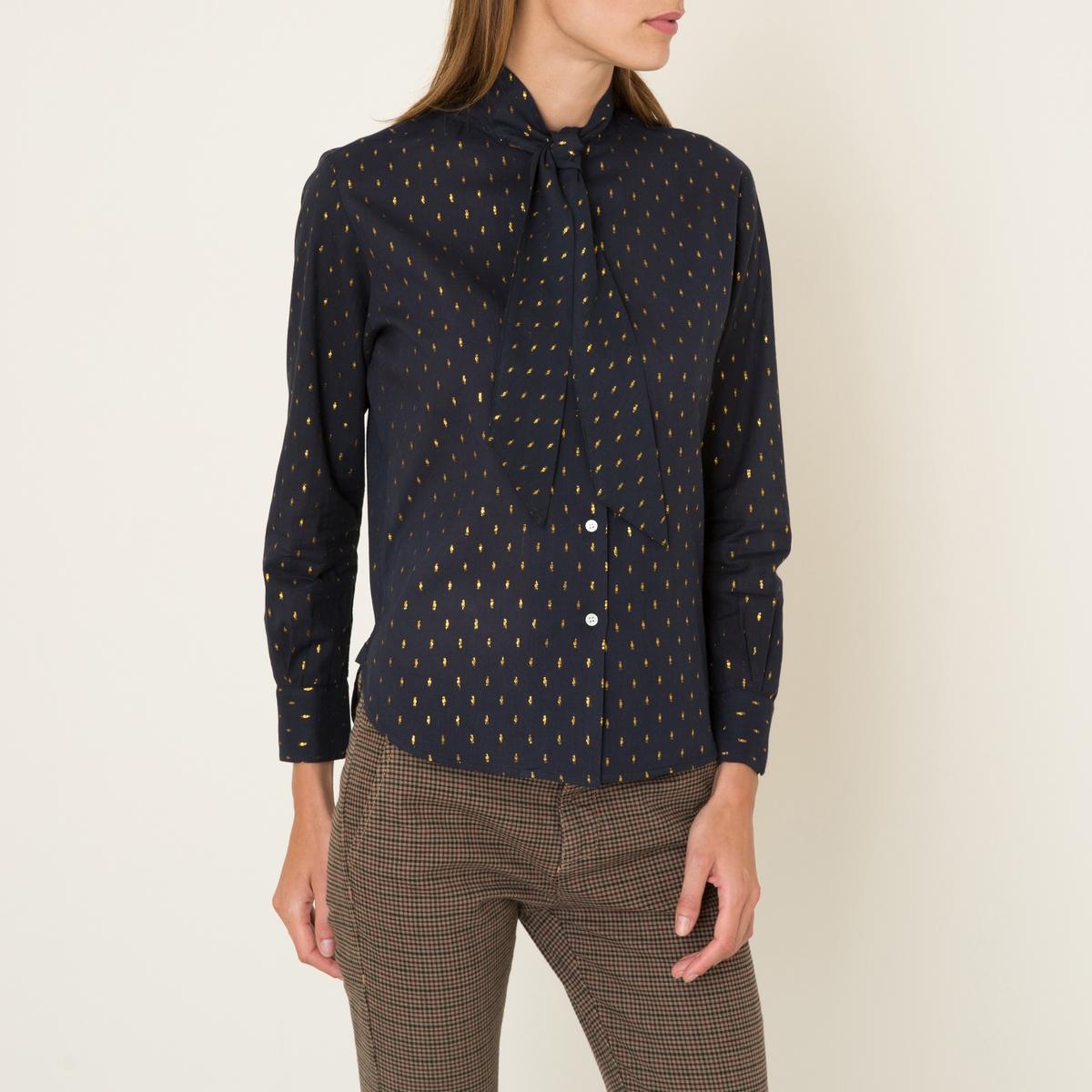 Рубашка ANASTASIAРубашка SOEUR - модель ANASTASIA . Вуаль с рисунком из люрекса  . Воротник-галстук. Длинные узкие рукава. Планка застежки на пуговицы спереди.Состав и описание Материал : 90% хлопка, 10% люрексаМарка : SOEUR<br><br>Цвет: темно-синий/ золотистый