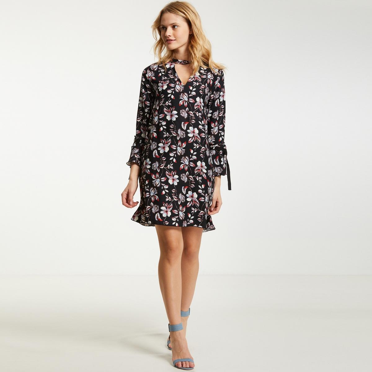 Prosta, krótka sukienka w kwiaty, długi rękaw