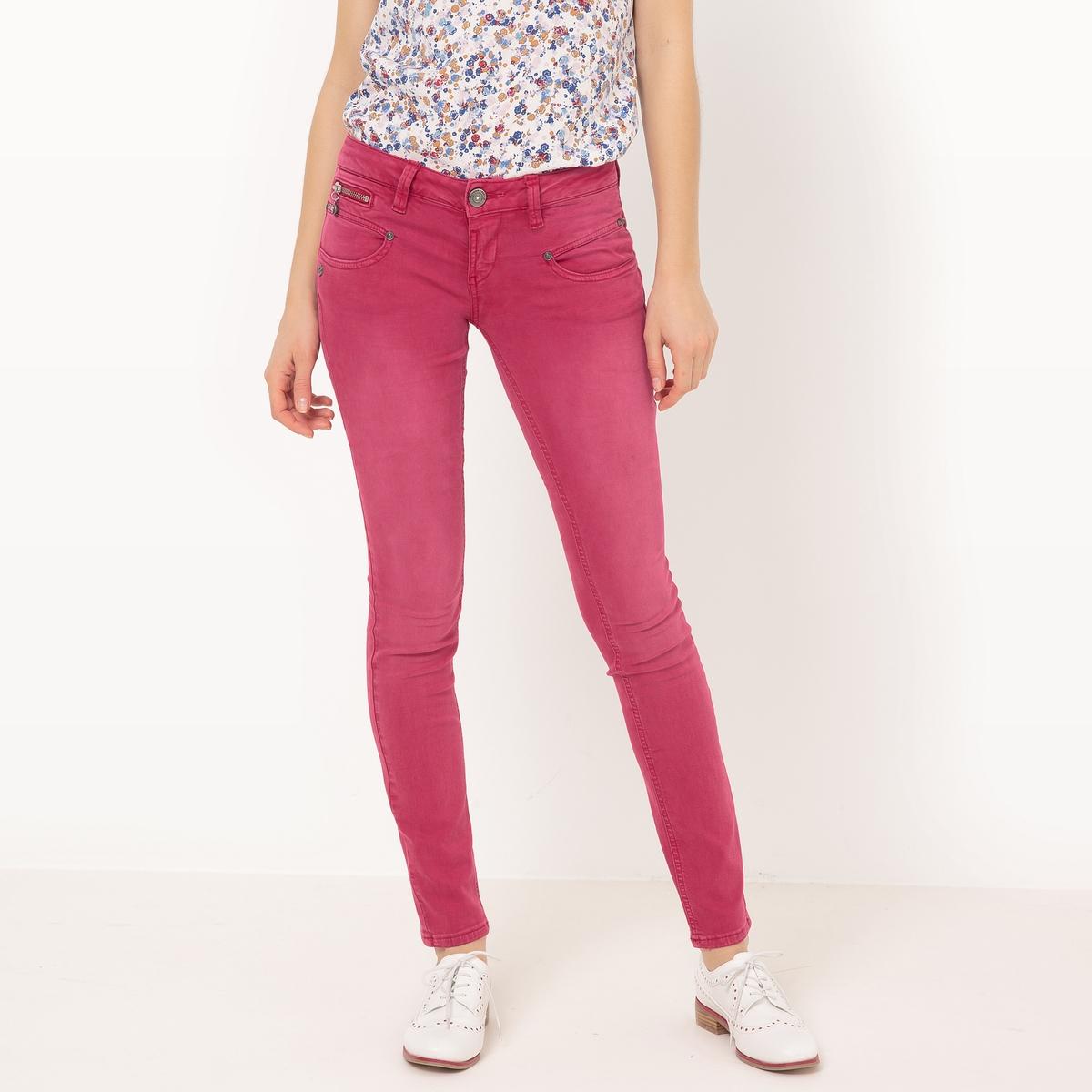 Джинсы оригинальныеМатериал : 62% хлопка, 3% эластана, 29% лиоцелла, 6% полиэстера  Высота пояса : стандартная Покрой джинсов : узкий Длина джинсов : длина 32<br><br>Цвет: малиновый