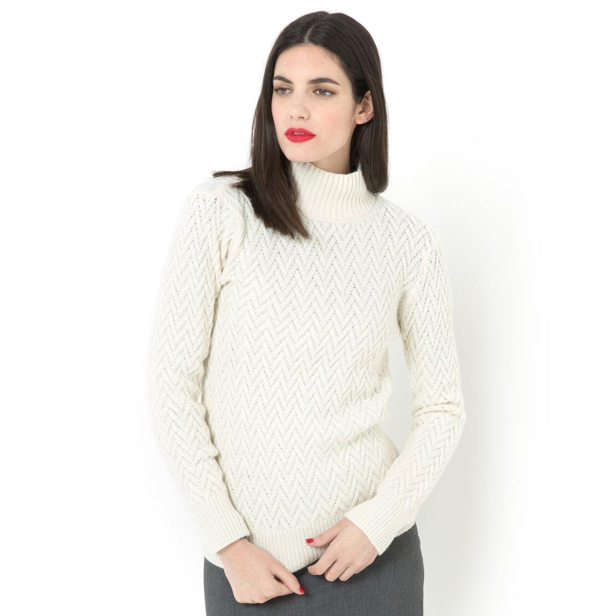 Пуловер, 40% шерстиТрикотаж с узором косы, 40% шерсти, 30% альпаки, 30% акрила. Высокий воротник, низ длинных рукавов и пуловера связаны в рубчик. Длина 64 см.<br><br>Цвет: экрю
