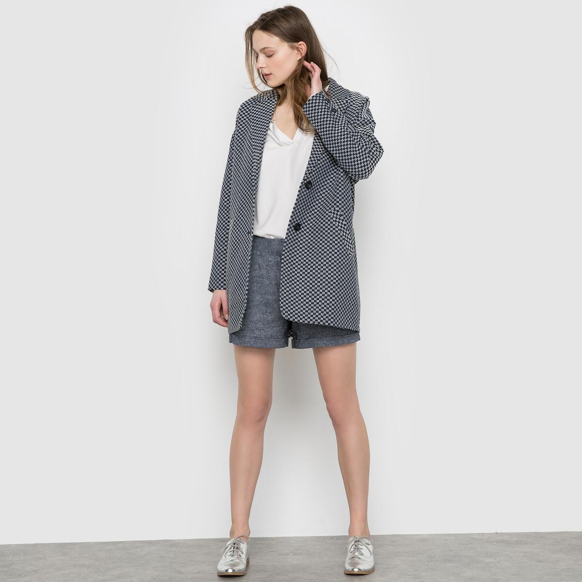 Пальто длинное жаккардовоеДлинное жаккардовое пальто SUNCOO. Мелкий двухцветный орнамент. Застежка на пуговицы. 2 прорезных кармана.Состав&amp;детали     Материал: 72% хлопка, 28% полиэстераПодкладка: 100% вискозыМарка: SUNCOO<br><br>Цвет: экрю/ темно-синий<br>Размер: L.M
