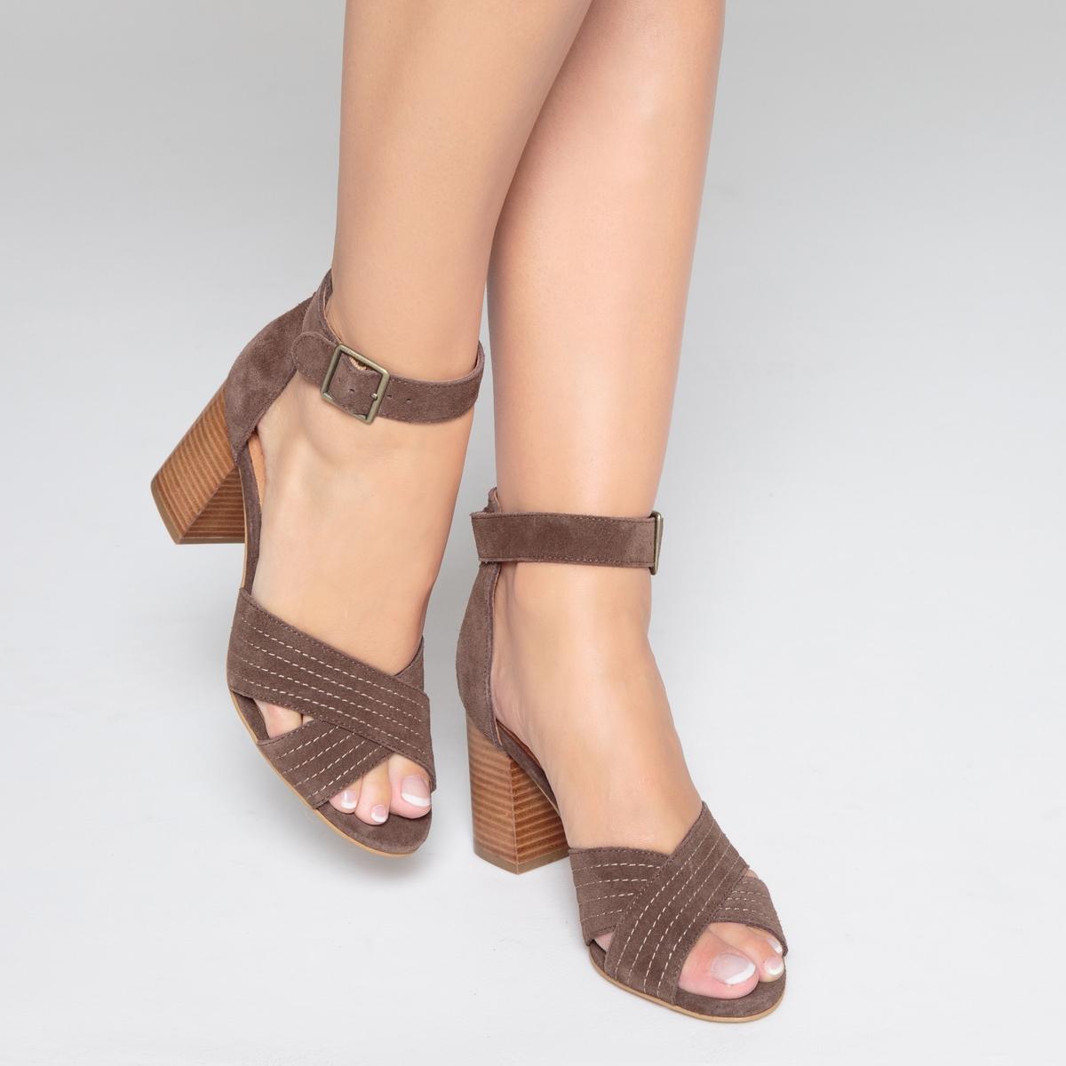 Sandalias de piel con correas cruzadas