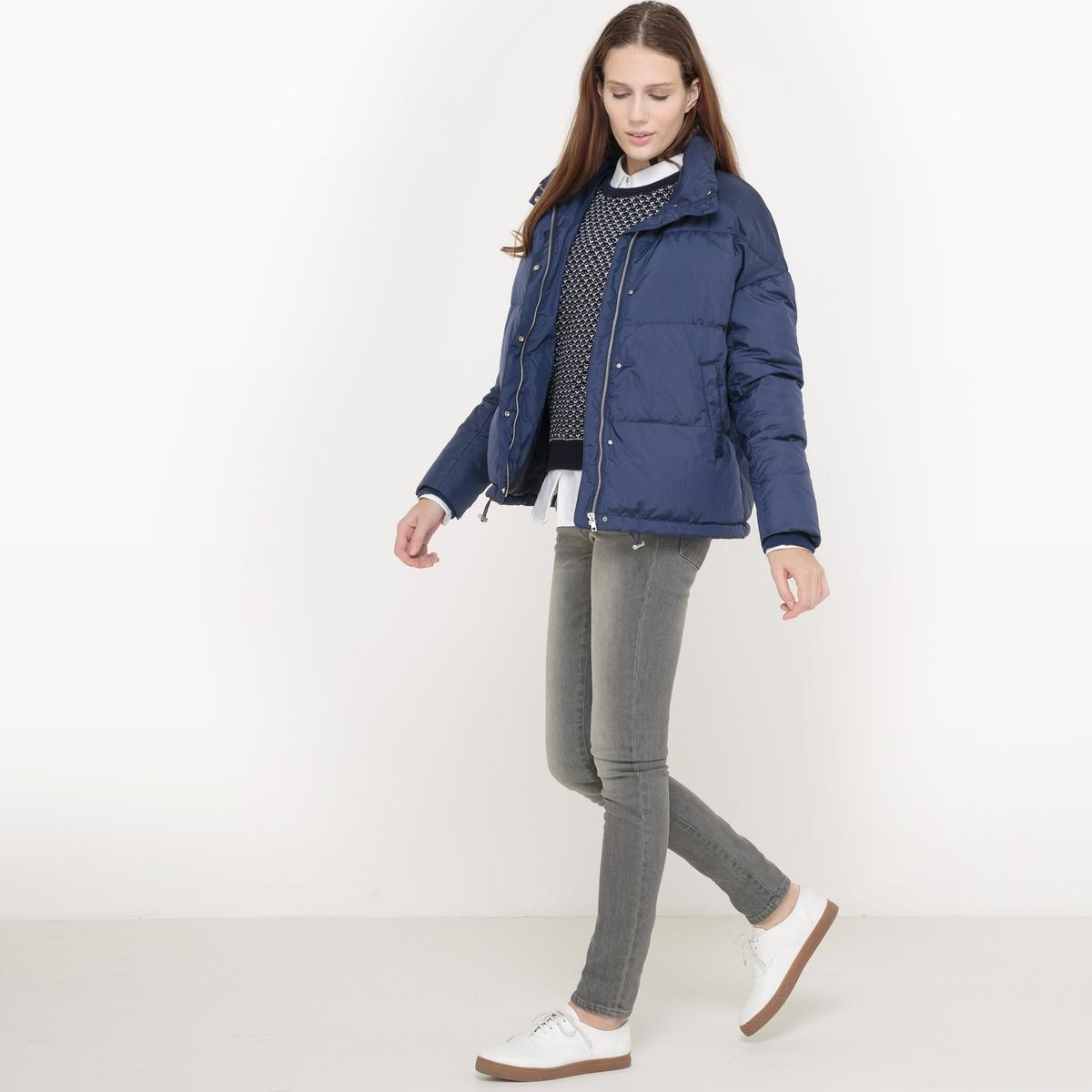 Куртка стеганая оверсайзСтеганая куртка. Покрой оверсайз. Капюшон. Застежка на молнию. 2 кармана по бокам. Состав и описание Материал верха : 100% полиэстер - Подкладка 100% полиэстерНаполнитель : 70% пуха, 30% пераДлина : 64 смМарка : R essentielУходМашинная стирка при 30 °C Машинная сушка запрещенаНе гладить<br><br>Цвет: темно-синий<br>Размер: 40 (FR) - 46 (RUS)