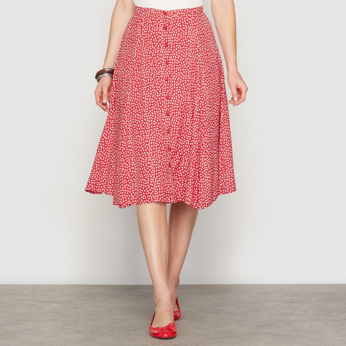 Струящаяся юбка с рисункомСтруящаяся юбка с рисунком . Можете носить ее так, как вам нравится... Эластичный пояс начиная с размера 44 . Застежка на пуговицы спереди . Переплетение полотнищ, создающее расширяющийся к низу силуэт . Подкладка из полиэстера .   Длина . 75 см . Струящийся креп 100% вискозы .<br><br>Цвет: рисунок/красный фон<br>Размер: 48 (FR) - 54 (RUS).52 (FR) - 58 (RUS)