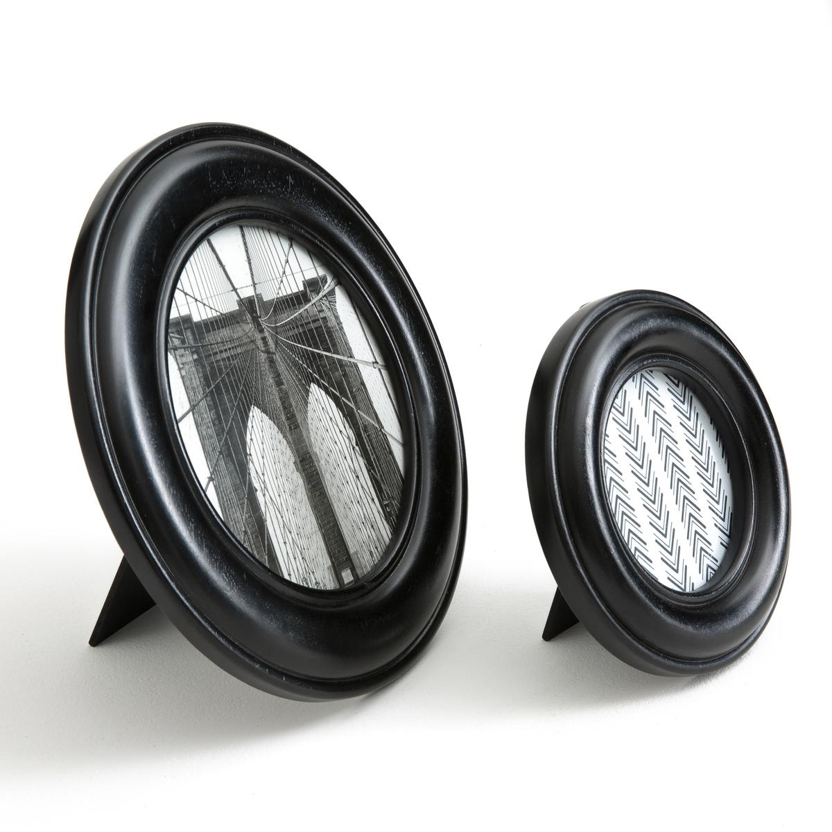 2 рамки круглые OKOКруглые рамки Oko. Продаются в комплекте из 2 штук (1 большая, 1 маленькая). Для размещения ваших любимых фотографий и репродукций !Описание рамки Oko :Елки можно поставить на стол или подвесить к потолку или люстре..Из МДФ, покрытого черной краской .2 крючка для крепления к стене (болты и дюбели в комплект не входят).Размер рамки Oko :Маленькая модель : диаметр 20 см .Большая модель : диаметр 30 см .<br><br>Цвет: черный