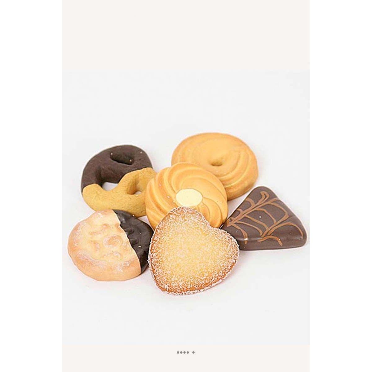 Biscuits secs artificiels X6 assortis aliment factice décoration