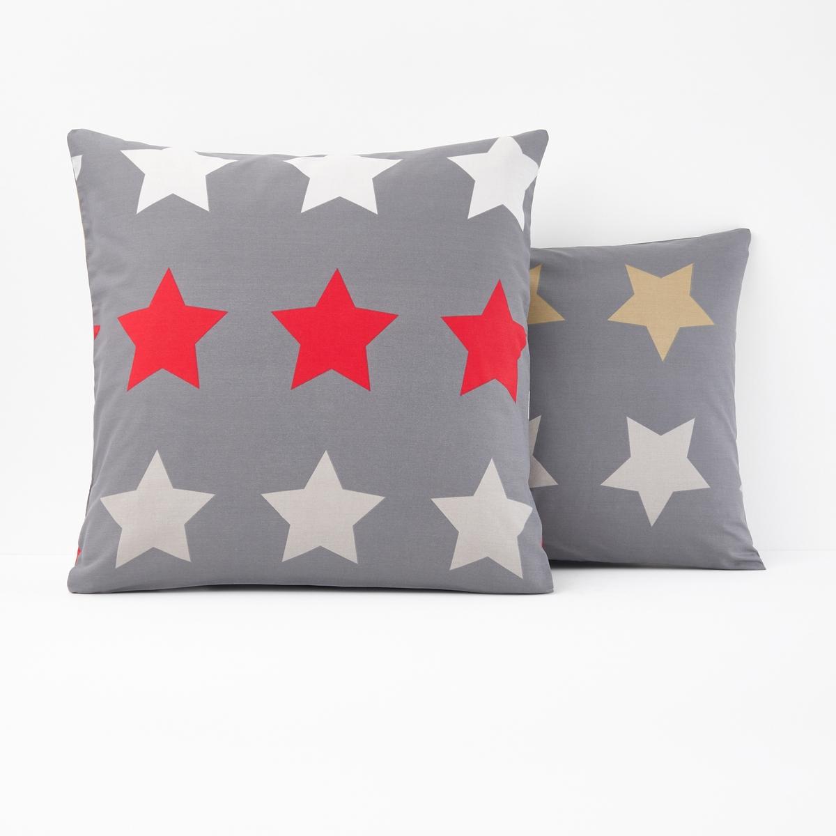 Наволочка с рисунком, STARS, anthraciteХарактеристики наволочки Stars anthracite :Квадратная наволочка в форме мешка : рисунок звезды на темно-сером фоне на лицевой и оборотной сторонах. 100% хлопок, 52 нитей/см? : чем больше нитей/см?, тем выше качество материала.Машинная стирка при 60 °С.Всю коллекцию постельного белья Stars anthracite вы можете найти на сайте la redoute.ru Знак Oeko-Tex® гарантирует, что товары прошли проверку и были изготовлены без применения вредных для здоровья человека веществ. Размер на выбор :63 x 63 см : квадратная наволочка50 x 70 см : прямоугольная наволочка<br><br>Цвет: антрацит