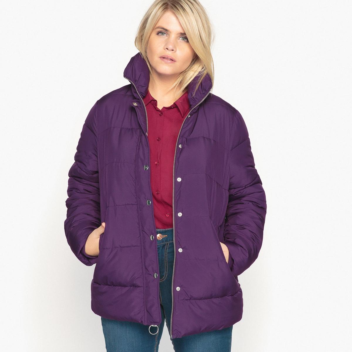 Куртка стеганаяСтеганая куртка является неотъемлемым предметом зимнего гардероба. Она отлично сочетается с джинсами-слим или прямой юбкой.Детали  •  Длина : средняя •  Воротник-стойка •  Застежка на молниюСостав и уход  •  100% полиэстер  •  Подкладка : 100% полиэстер •  Температура стирки 30° на деликатном режиме   •  Сухая чистка и отбеливание запрещены •  Не использовать барабанную сушку •  Не гладить  Товар из коллекции больших размеров •  2 кармана на молниях.<br><br>Цвет: темно-фиолетовый<br>Размер: 42 (FR) - 48 (RUS)
