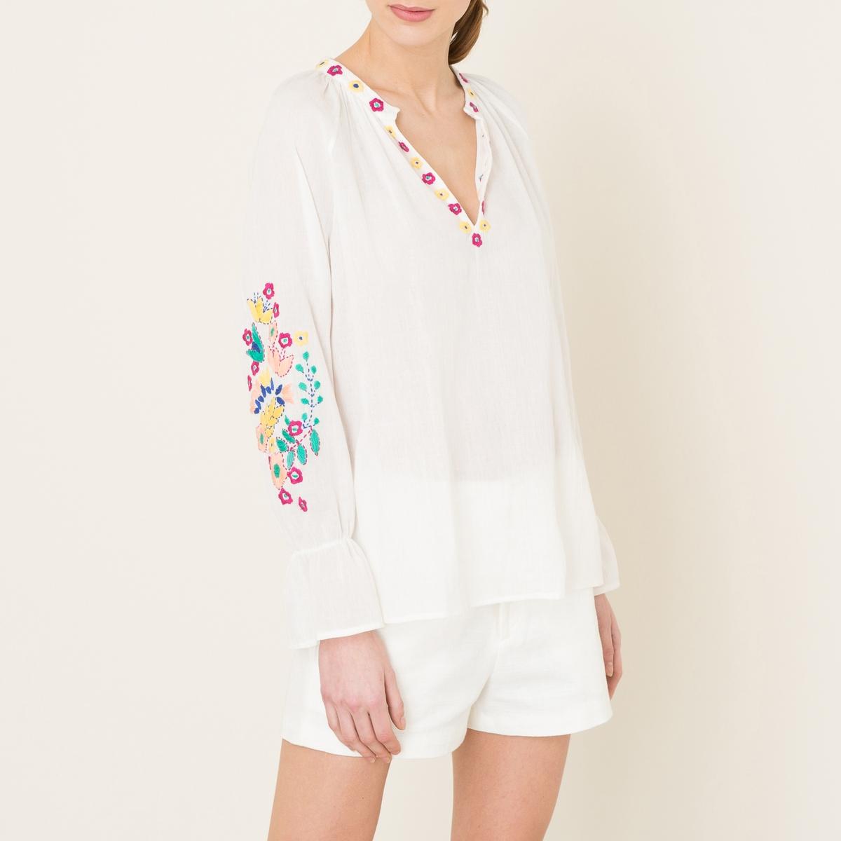 Блузка ALYSSAБлузка ANTIK BATIK - модель ALYSSA с разноцветной вышивкой . Тунисский вырез со сборками и вышивкой в виде цветов . Вышивка на объемных рукавах 7/8, присборенный манжеты .  Прямой низ. Состав и описание    Материал : 100% хлопок   Марка : ANTIK BATIK<br><br>Цвет: кремовый