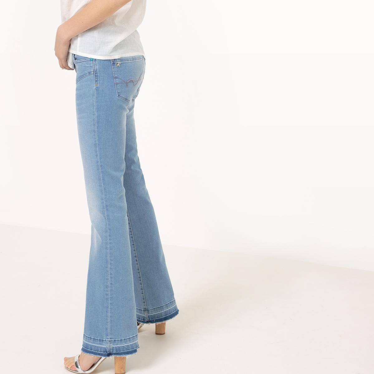 Джинсы базового гардеробаМатериал : 98% хлопка, 2% эластана  Высота пояса : стандартная Покрой джинсов : Расклешенный покрой (буткат) Длина джинсов : длина 32<br><br>Цвет: синий потертый