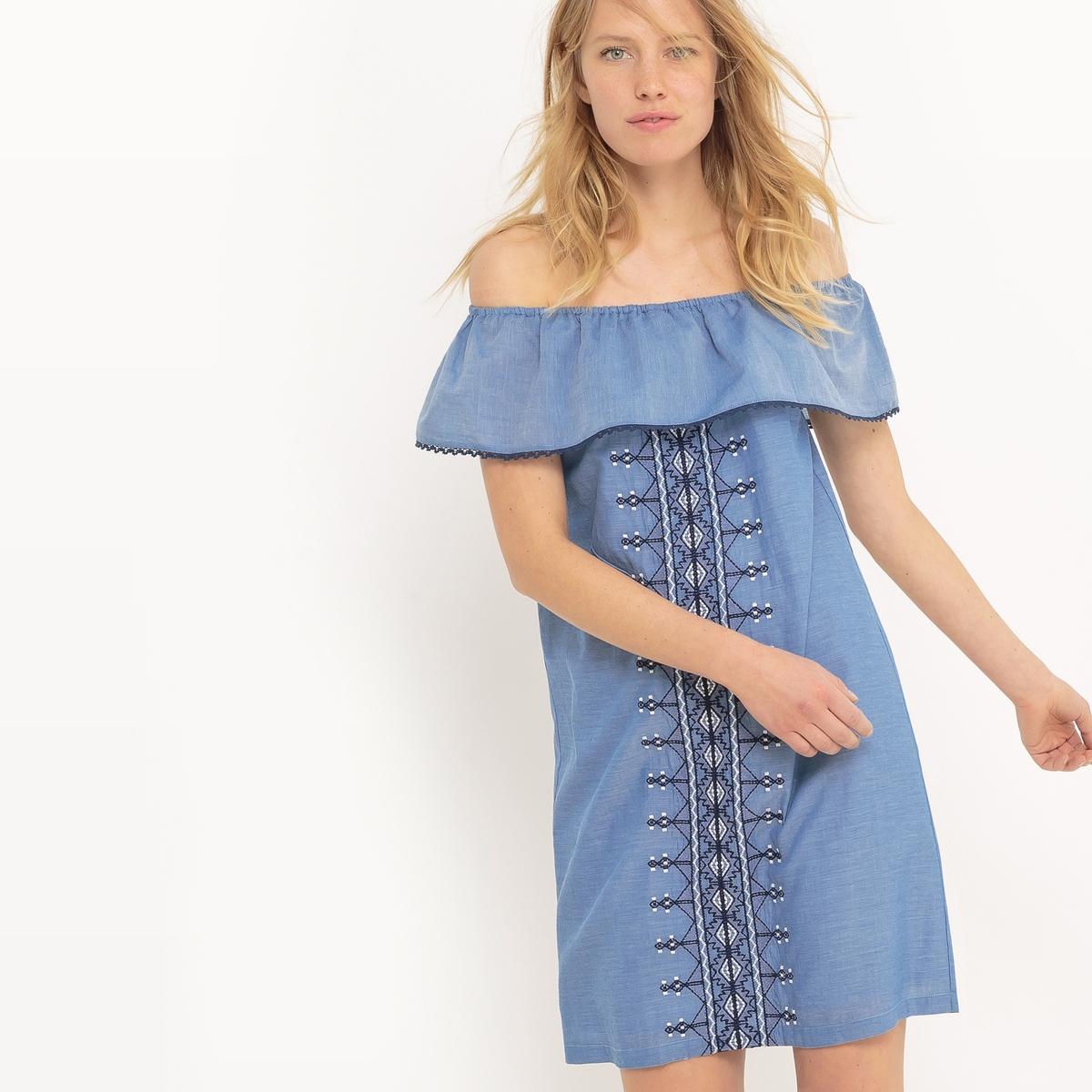 Платье-бандо однотонное с вышивкой длиной до коленМатериал : 100% хлопок      Подкладка : 100% хлопок      Длина рукава : короткие рукава       Форма воротника : без воротника      Покрой платья : платье прямого покроя       Рисунок : однотонная модель.      Особенность материала : с вышивкой        Особенность платья : с воланом       Длина платья : длина до колен      Стирка : машинная стирка при 30 °С в деликатном режиме      Уход : сухая чистка и отбеливание запрещены      Машинная сушка : машинная сушка запрещена      Глажка : при низкой температуре<br><br>Цвет: синий<br>Размер: 38 (FR) - 44 (RUS)