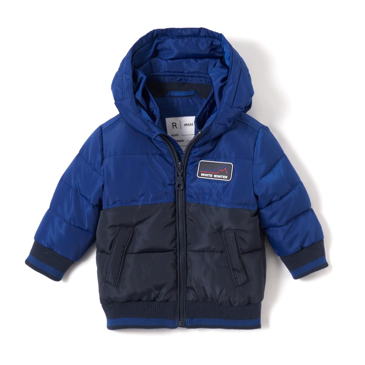 Куртка стеганная двухцветная с капюшоном, 1 мес.- 3 летОписание:Детали •  Зимняя модель •  Непромокаемая •  Застежка на молнию •  С капюшоном •  Длина : средняяСостав и уход •  100% полиэстер •  Подкладка : 100% полиэстер •  Наполнитель : 100% полиэстер •  Температура стирки 30° на деликатном режиме •  Сухая чистка и отбеливание запрещены •  Не использовать барабанную сушку •  Не гладить<br><br>Цвет: синий/ серый<br>Размер: 1 мес. - 54 см.1 год - 74 см.6 мес. - 67 см.3 мес. - 60 см