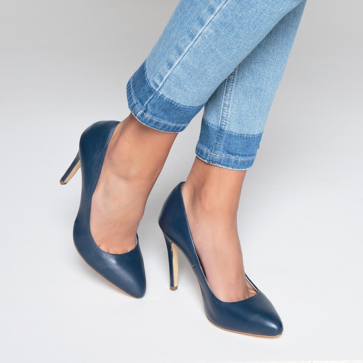 Туфли кожаные на высоком каблукеДетали  •  Каблук-шпилька •  Высота каблука : 10 см •  Застежка : без застежки •  Заостренный мысок •  Гладкая отделкаСостав и уход  •  Верх 100% кожа •  Подкладка 100% кожа •  Стелька 100% кожа •  Подошва 100% кожа<br><br>Цвет: синий,черный<br>Размер: 39.38.41