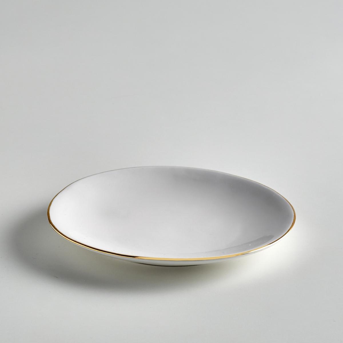 Комплект из 4 десертных тарелок из фаянса, CatalpaКомплект из 4 десертных тарелок Catalpa. Элегантная и неподвластная времени посуда из фаянса, покрытого белой глазурью, с тонкой каймой золотистого цвета. Органичная форма и неравномерные контуры придают этим тарелкам нотку оригинальности. Сделано в Португалии. - Размеры : ?21 x В.2,5 см.<br><br>Цвет: золотисто-белый