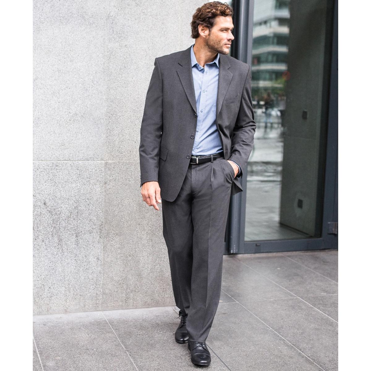 Пиджак костюмный, стрейч, размер 2Пиджак прекрасно сочетается с брюками в очень элегантном костюме или с джинсами для более свободного стиля .Пиджак красивого покроя из высококачественной, слегка эластичной, ткани62% полиэстера, 33% вискозы, 5% эластана.Полностью на подкладке, 100% полиэстер. Размер 2 : на рост от 176 до 187 см.Прямой покрой, 3 пуговицы. Шлица сзади. 1 нагрудный карман и 2 кармана с клапаном спереди, 3 внутренних кармана. 3 пуговицы на рукавах. Контрастная отделка видимым швом.Существует также в размере 1 (на рост до 176 см)и в размере 3 (на рост от 187 см).<br><br>Цвет: антрацит,темно-синий,черный