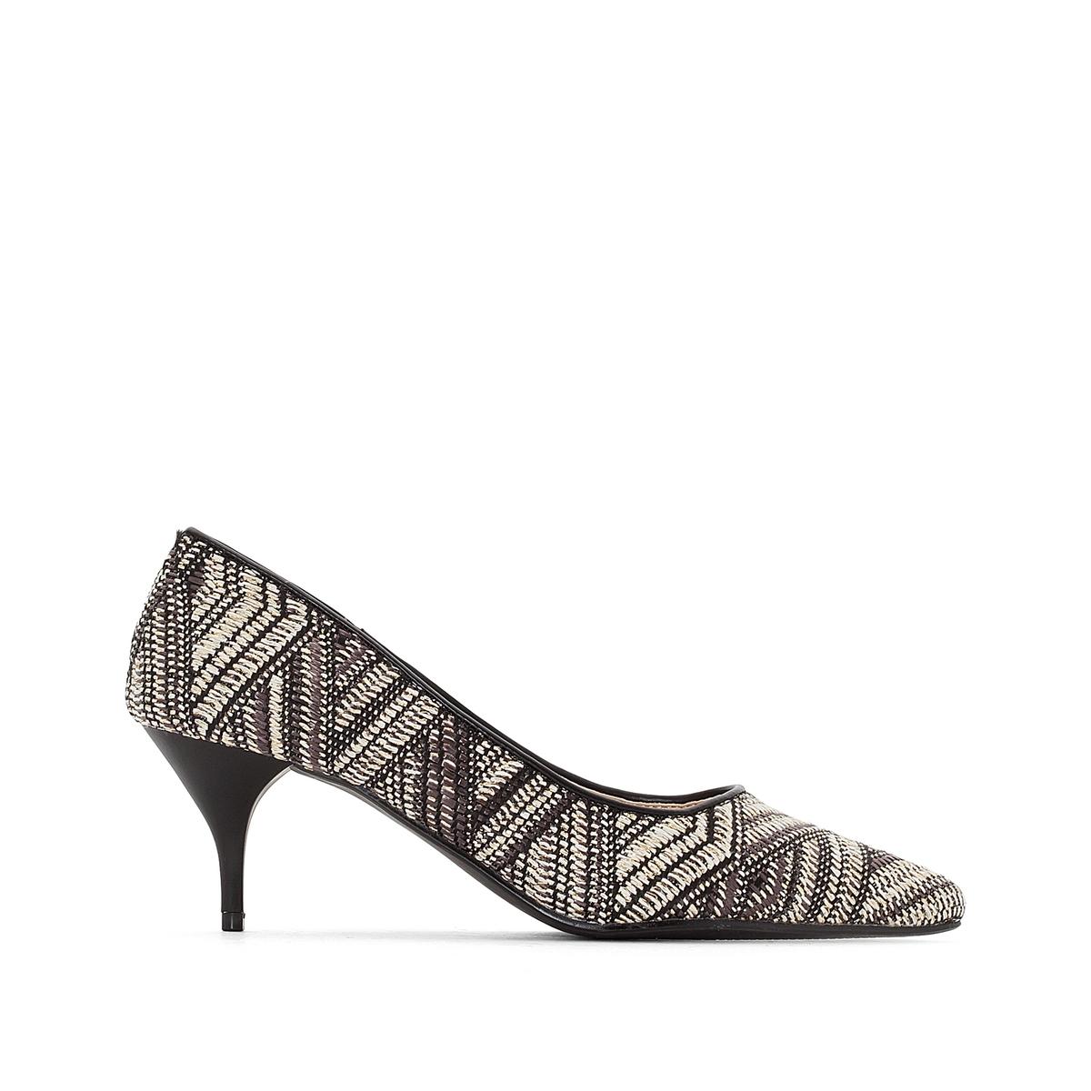 Sapatos com estampado étnico