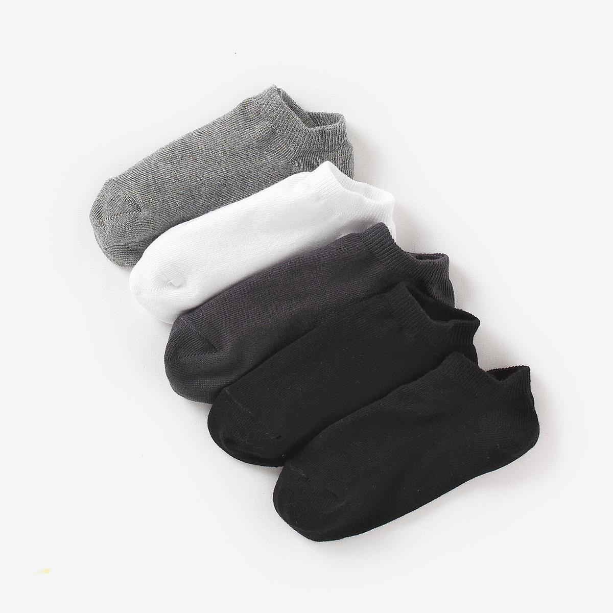 Комплект из 5 пар однотонных носковВ комплекте 5 пар однотонных носков.Состав и описание :    Материал       77% хлопка, 22% полиамида, 1% эластана   Уход: : - Машинная стирка при 30°C с вещами схожих цветов. Машинная сушка в умеренном режиме. Гладить на низкой температуре.<br><br>Цвет: белый,черный + серый + белый<br>Размер: 19/22.39/42.35/38.31/34.27/30.35/38.27/30.31/34.23/26.23/26.19/22