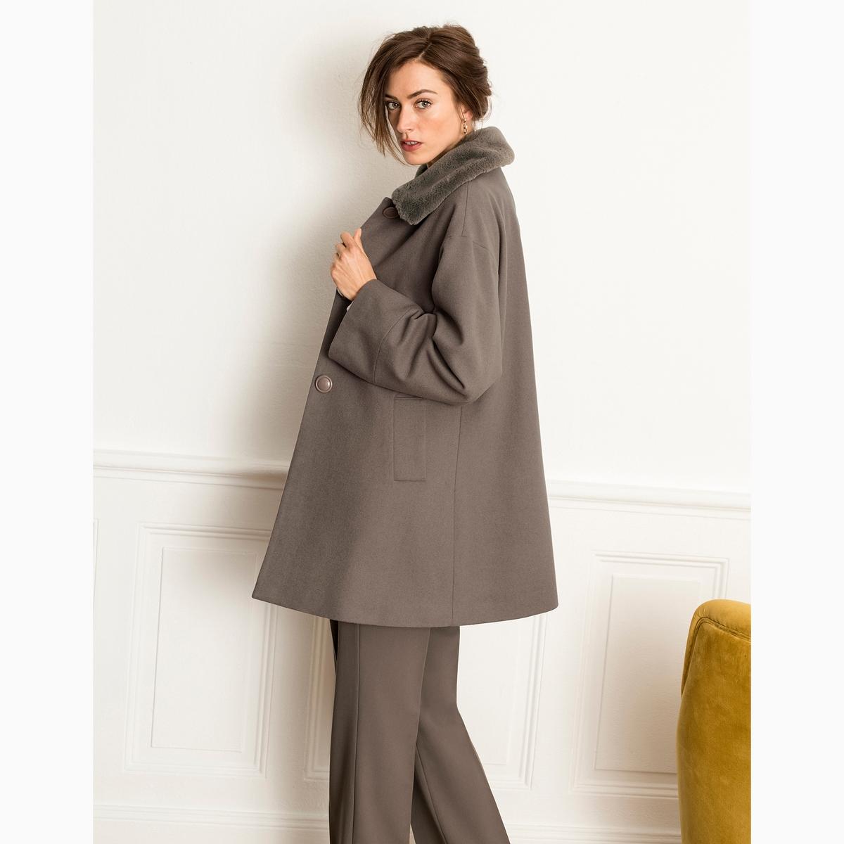 Пальто из имитации мехаОписание:Расширяющийся к низу покрой в стиле плаща, теплое и удобное пальто . Красивый стильный воротник с имитацией меха согреет вас  .Детали •  Длина : средняя •  Воротник-поло, рубашечный • Застежка на пуговицыСостав и уход •  57% шерсти, 10% других волокон, 33% полиэстера •  Подкладка : 100% полиэстер •  Температура стирки при 30° на деликатном режиме   •  Деликатная чистка/без отбеливателей •  Не использовать барабанную сушку   •  Низкая температура глажки<br><br>Цвет: серо-коричневый,черный<br>Размер: 38 (FR) - 44 (RUS).50 (FR) - 56 (RUS).48 (FR) - 54 (RUS).46 (FR) - 52 (RUS).44 (FR) - 50 (RUS).42 (FR) - 48 (RUS).40 (FR) - 46 (RUS).52 (FR) - 58 (RUS).50 (FR) - 56 (RUS).46 (FR) - 52 (RUS).44 (FR) - 50 (RUS).42 (FR) - 48 (RUS).40 (FR) - 46 (RUS)