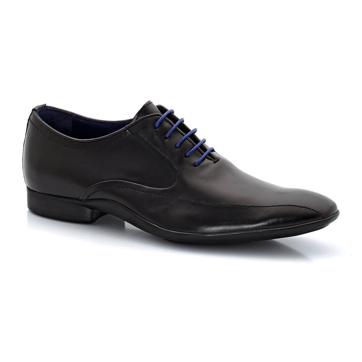 Sapatos derbies modelo Richelieu, em pele, com atacadores