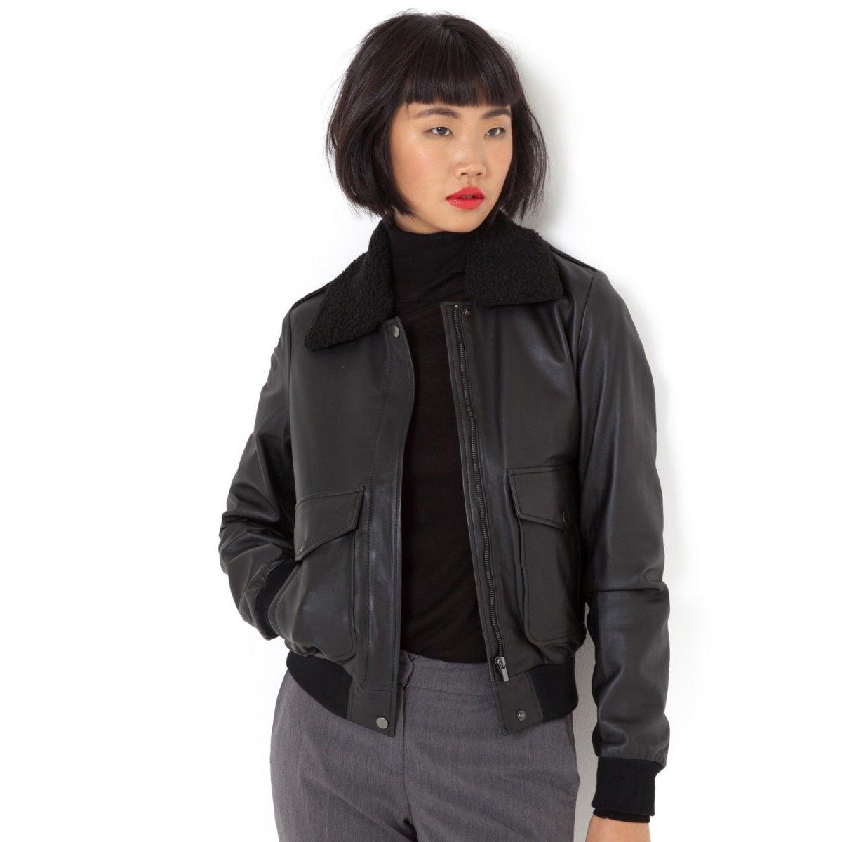 Блузон кожаный в стиле пилотКожаный блузон (овечья кожа) в стиле куртки-пилот. Небольшой съемный воротник из синтетического меха. Без подкладки и утеплителя. 2 накладных кармана на кнопках. Манжеты связаны резинкой. Застежка на молнию. Длина 59 см. Одна из базовых вещей гардероба, этот блузон подходит для всех случаев жизни и прекрасно дополняется разнообразными аксессуарами!<br><br>Цвет: черный<br>Размер: 48 (FR) - 54 (RUS)