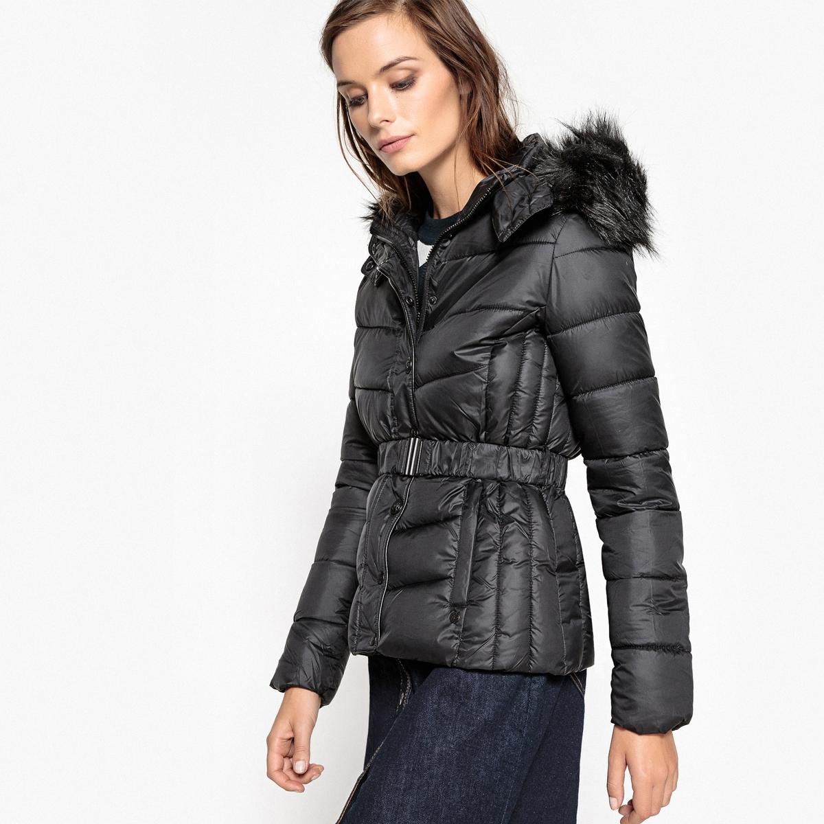 Куртка стеганая с капюшоном BodyКуртка стеганая Body от KAPORAL в сочетании с ремешком выглядит очень женственно . Эта стеганая куртка на молнии с капюшоном эффективно защитит вас от зимних морозов .Детали •  Длина : средняя •  Капюшон •  Застежка на молнию •  С капюшономСостав и уход  •  Следуйте советам по уходу, указанным на этикетке<br><br>Цвет: черный<br>Размер: S.L