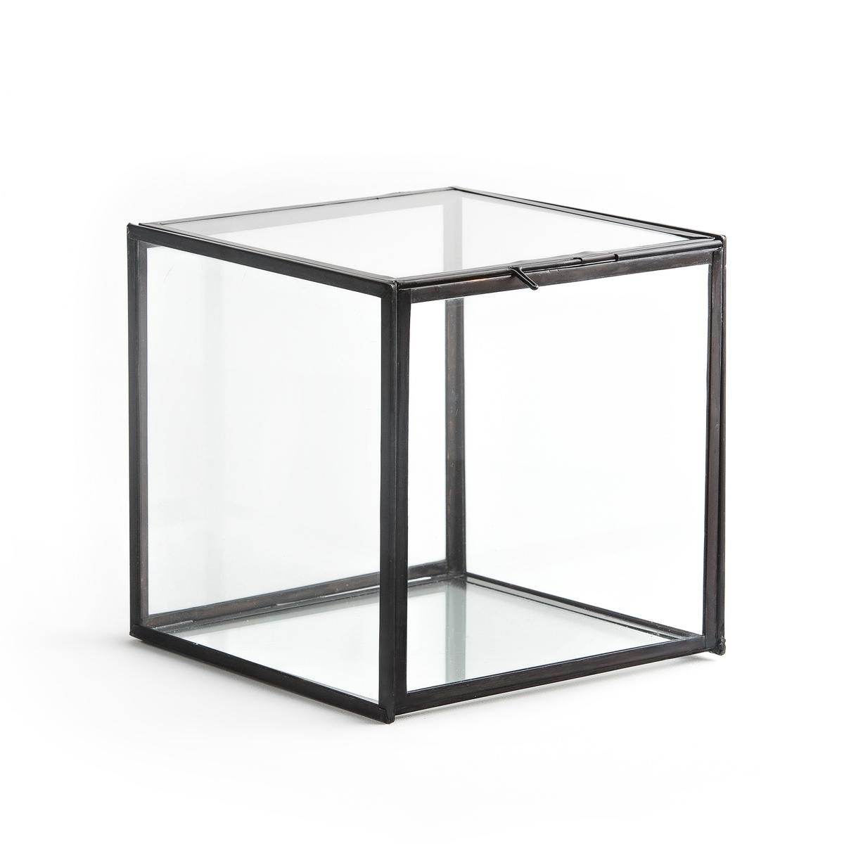 Коробка-витрина, MisiaКоробка-витрина  из стекла и металла Misia . Изготовлена и собрана вручную. Мини-формат этой витрины идеален для хранения украшений или мелких предметов.Описание : - Выполнена из стекла и металла..Размеры : - Ш.20 x В.20 x Г.20 см<br><br>Цвет: черный металл