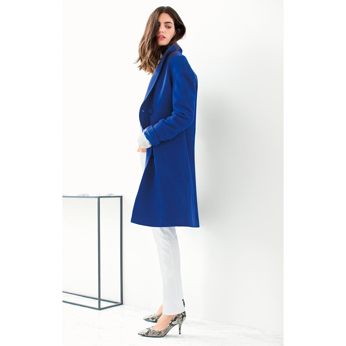 Пальто 80% шерстиПальто LAURA CL?MENT. Овальная форма, длинное пальто. 80% шерсти, 20% полиэстера. Подкладка из полиэстера. Шалевый воротник. Длинные рукава, приспущенные проймы. Застежка на 1 пуговицу. 2 кармана по бокам. Длина ок. 103 см.<br><br>Цвет: синий<br>Размер: 48 (FR) - 54 (RUS)