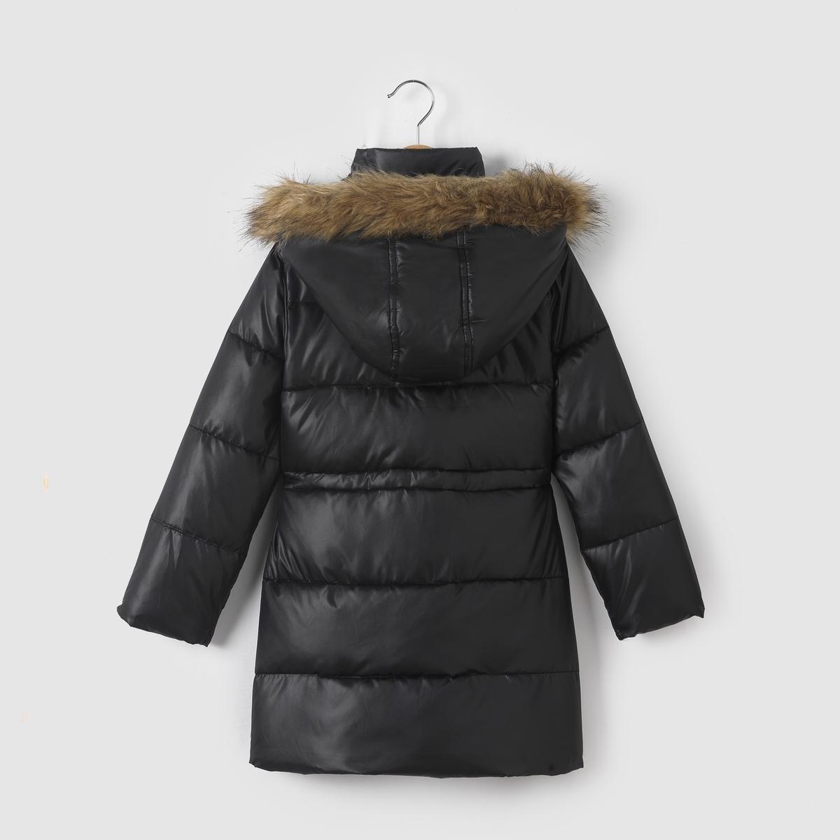 Стеганая куртка с капюшоном 3-12 летСтеганая куртка с капюшоном, на ватине и флисовой подкладке, с водоотталкивающей пропиткой. Капюшон оторочен искусственным мехом. Супатная застежка на молнию и пуговицы. Внутренняя завязка . 2 кармана спереди.Состав и описание : Материал         100% полиэстера. Искусственный мех 42% акрила, 35% полиэстера, 23% модакрила .Подкладка      100% полиэстер     Наполнитель     100% полиэстер Марка         R essentiel  Уход :Машинная стирка при 30°C с вещами подобных цветов.Стирать и гладить с изнаночной стороны.Машинная сушка в умеренном режиме..Гладить при умеренной температуре.<br><br>Цвет: черный<br>Размер: 3 года - 94 см.4 года - 102 см