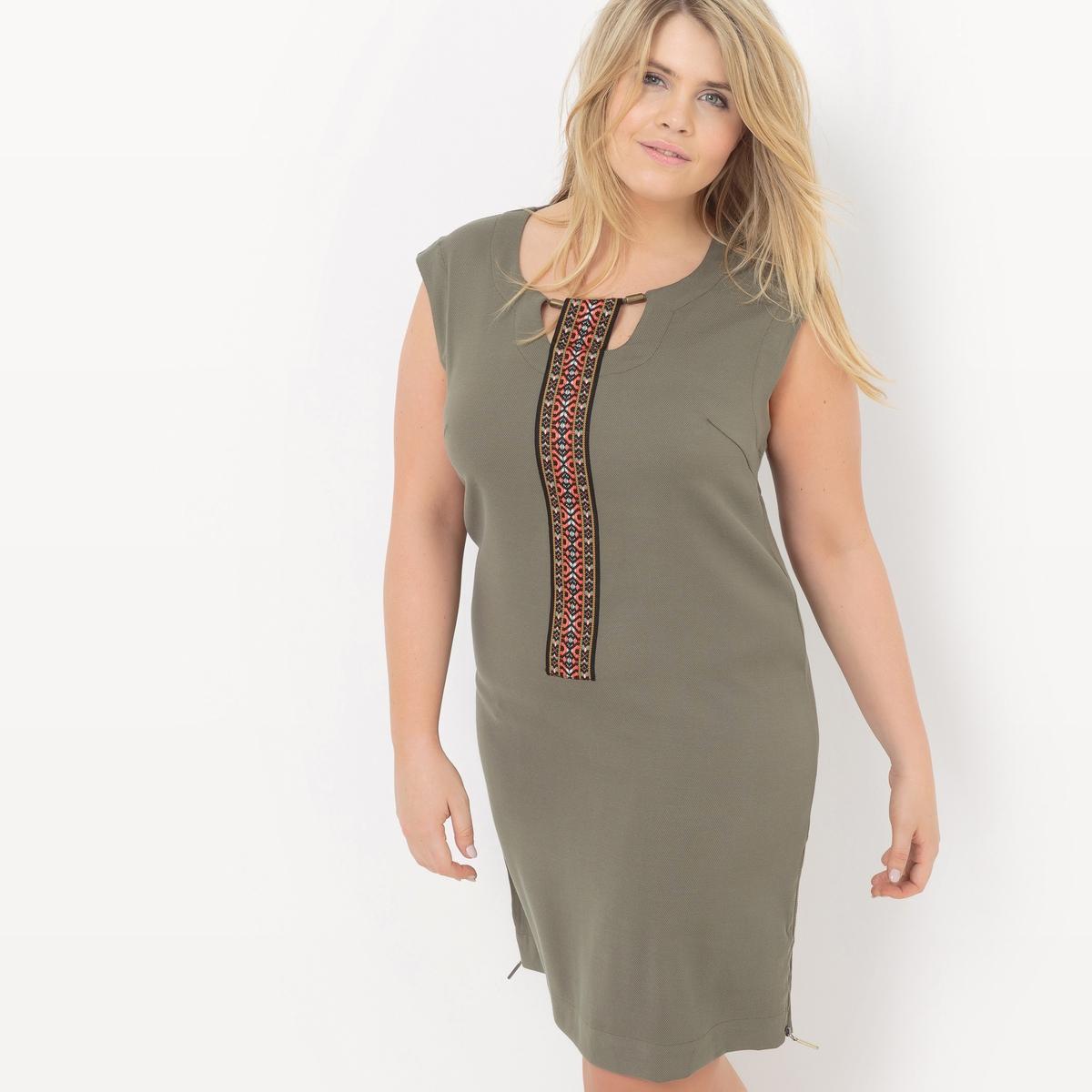 ПлатьеПлатье без рукавов Mellem, застежка на молнию по бокам внизу платья. Из трикотажа пике стретч. Элегантный вырез: украшение и лента с разноцветным жаккардовым рисунком. Ультра комфортное платье прямого покроя. 49% полиэстера, 49% вискозы, 2% эластана<br><br>Цвет: охра,терракота,хаки<br>Размер: 52 (FR) - 58 (RUS).50 (FR) - 56 (RUS).46 (FR) - 52 (RUS).50 (FR) - 56 (RUS)
