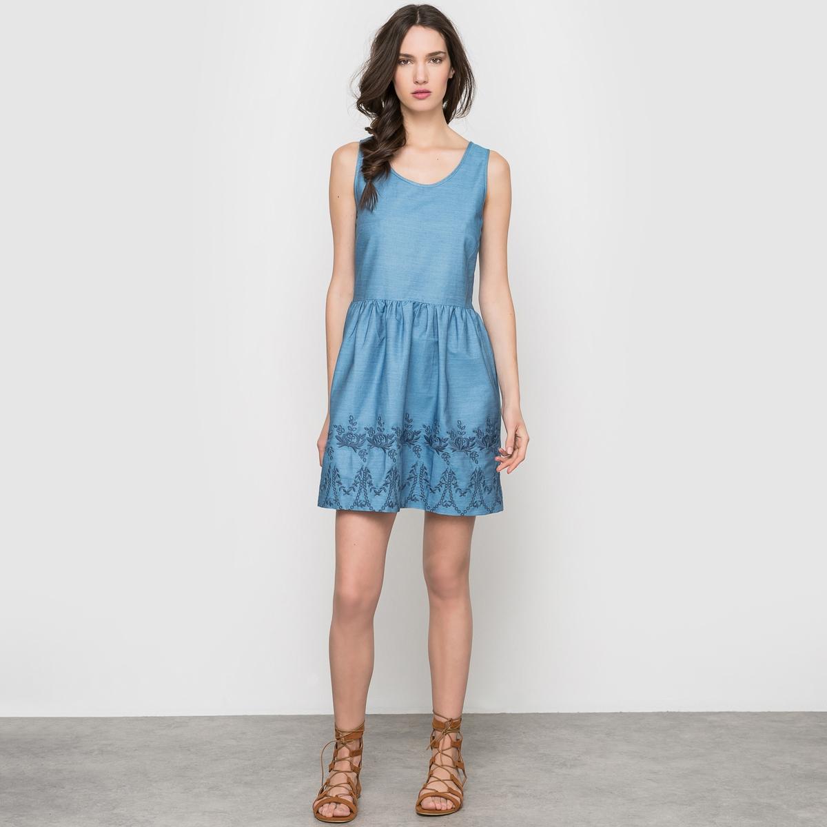 Платье с вышивкой без рукавов