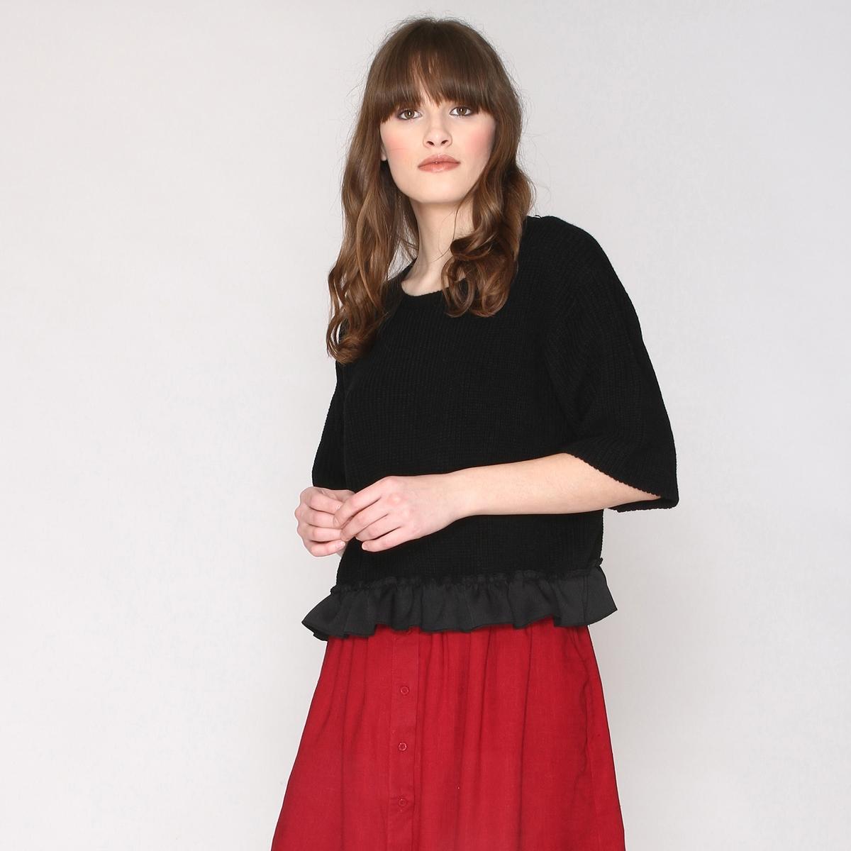 Пуловер с воланом по низу, рукава 3/4Пуловер с воланом по низу, рукава 3/4, круглый вырез, Pepaloves. Марка Pepaloves всегда дарит нам весёлые, женственные и вдохновлённые модели: доказательство этому - этот пуловер, украшенный воланом по низу, современный и романтичный!  С этой моделью от испанской марки Pepaloves Вы можете создать Ваш новый симпатичный образ!Состав и описание:Материал: 100% акрил.Марка: Pepaloves.Застежка: без застежки.Низ с воланами.<br><br>Цвет: черный<br>Размер: L
