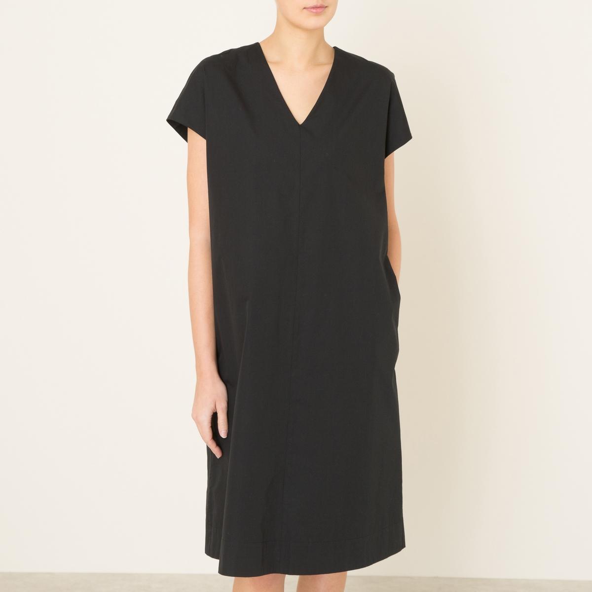 Платье COLOMBAПлатье средней длины MOMONI - модель COLOMBA свободной формы из хлопкового поплина. V-образный вырез спереди, небольшой V-образный вырез сзади. Без рукавов, с накидкой. Декоративные пуговицы сзади.Состав и описание    Материал : 100% хлопок   Марка : MOMONI<br><br>Цвет: черный<br>Размер: XS