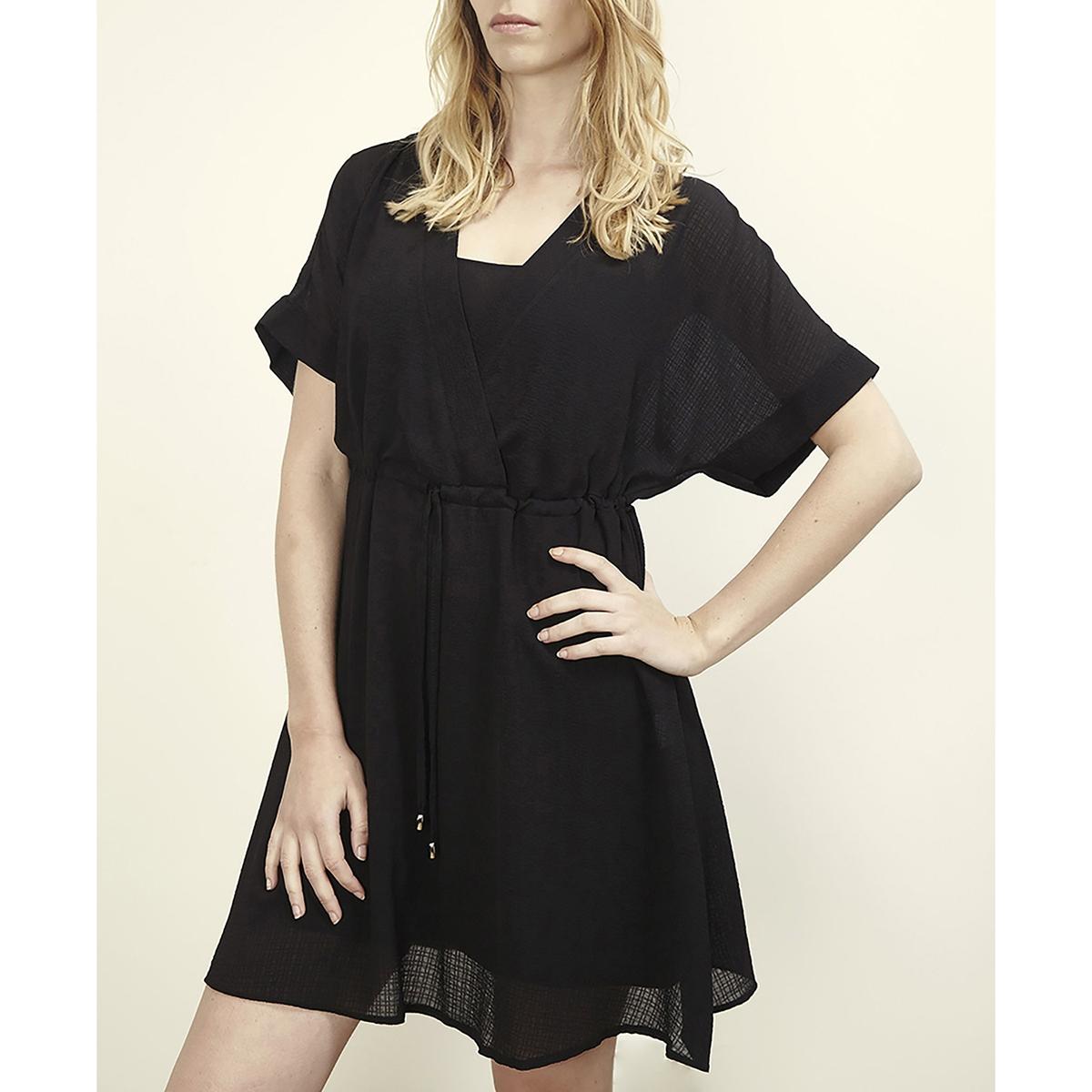 Платье с короткими рукавами RADIALПлатье RADIAL от LENNY B . Платье  на подкладке. Вырез с запахом . Короткие рукава. завязки на поясе .Состав и детали     Материал: 100% полиэстера.     Марка    LENNY B.<br><br>Цвет: черный<br>Размер: 2(M)