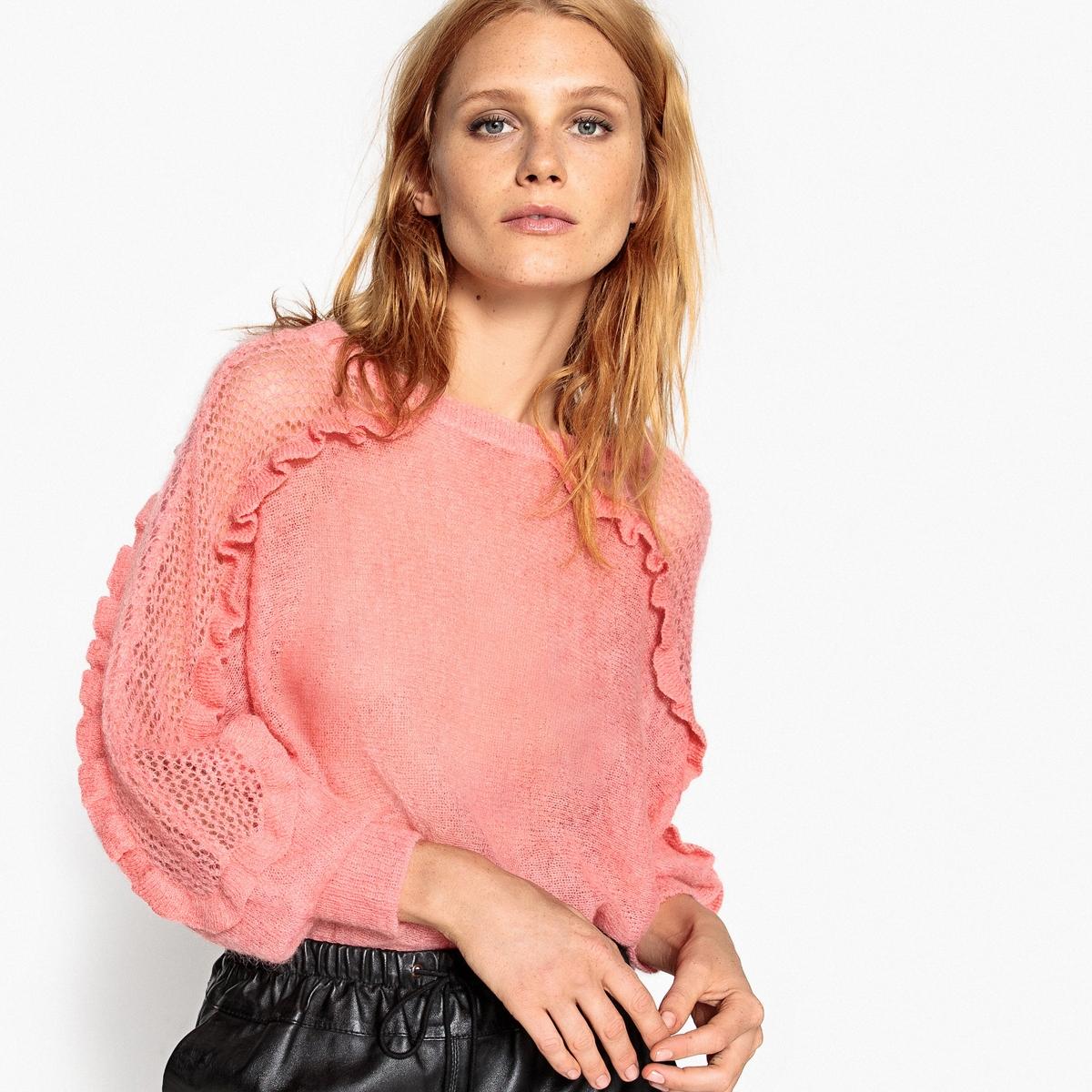 Пуловер из мохера с воланами на рукавах