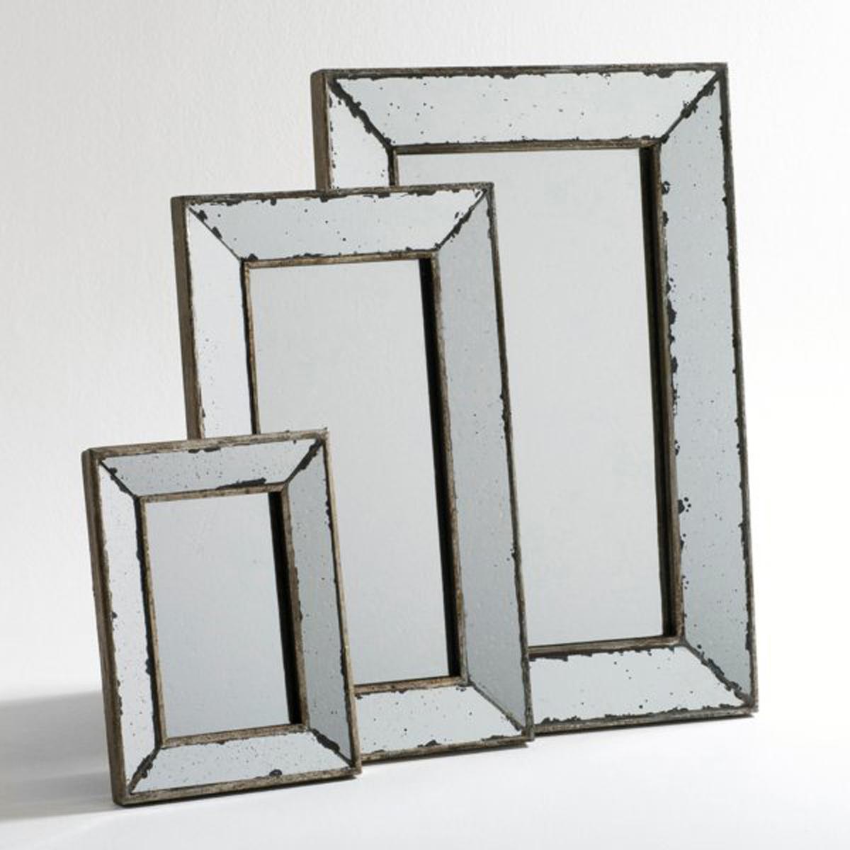 Зеркало в ретро-стиле, большая модель Д41 x В61 см, EdwinЗеркало, большая модель Edwin. Словно покрытое патиной былых времен, это зеркало с симпатичной отделкой под старину представлено в 3 размерах, вы можете сочетать их для большей оригинальности. Найдите другие размеры на нашем сайте.Размеры  :Ш.41 x В.61 x Г.3,5 см..<br><br>Цвет: серый серебристый