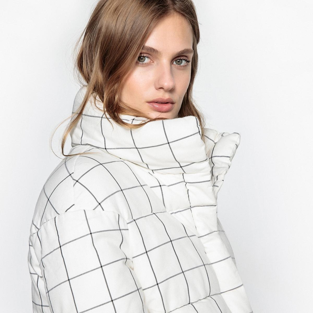 Куртка стеганая в клетку на молнииОписание:Очень модная стеганая куртка! Этой зимой всем нравится оригинальная, теплая, комфортная и актуальная стеганая куртка.Детали •  Длина : укороченная •  Воротник-стойка •  Рисунок в клетку •  Застежка на молниюСостав и уход •  100% полиэстер • Не стирать •  Деликатная чистка/без отбеливателей •  Не использовать барабанную сушку   •  Не гладить •  Длина : 66 см<br><br>Цвет: в клетку черный,в клетку экрю<br>Размер: 50 (FR) - 56 (RUS).46 (FR) - 52 (RUS).44 (FR) - 50 (RUS).40 (FR) - 46 (RUS).38 (FR) - 44 (RUS).34 (FR) - 40 (RUS).52 (FR) - 58 (RUS).50 (FR) - 56 (RUS).48 (FR) - 54 (RUS).46 (FR) - 52 (RUS).44 (FR) - 50 (RUS).42 (FR) - 48 (RUS).38 (FR) - 44 (RUS).36 (FR) - 42 (RUS).48 (FR) - 54 (RUS).36 (FR) - 42 (RUS).52 (FR) - 58 (RUS).40 (FR) - 46 (RUS).34 (FR) - 40 (RUS).42 (FR) - 48 (RUS)