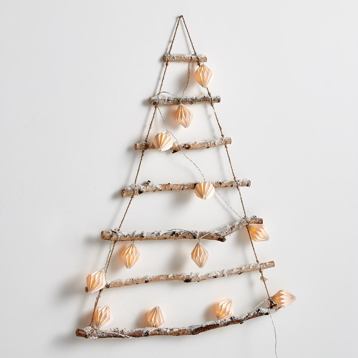 Елка рождественская, настенная PercyНастенная рождественская ёлка: декоративный элемент, идеально смотрится со светящейся гирляндой (продается отдельно).Характеристики декоративной настенной ёлки:- Декоративное украшение в форме ёлки состоит из 7 ветвей, имитирующих березу, припорошенную снегом.- Соединяются шнуром из сизаля.                                           Размеры декоративной настенной ёлки:Высота : 90 смШирина 70 см<br><br>Цвет: дерево
